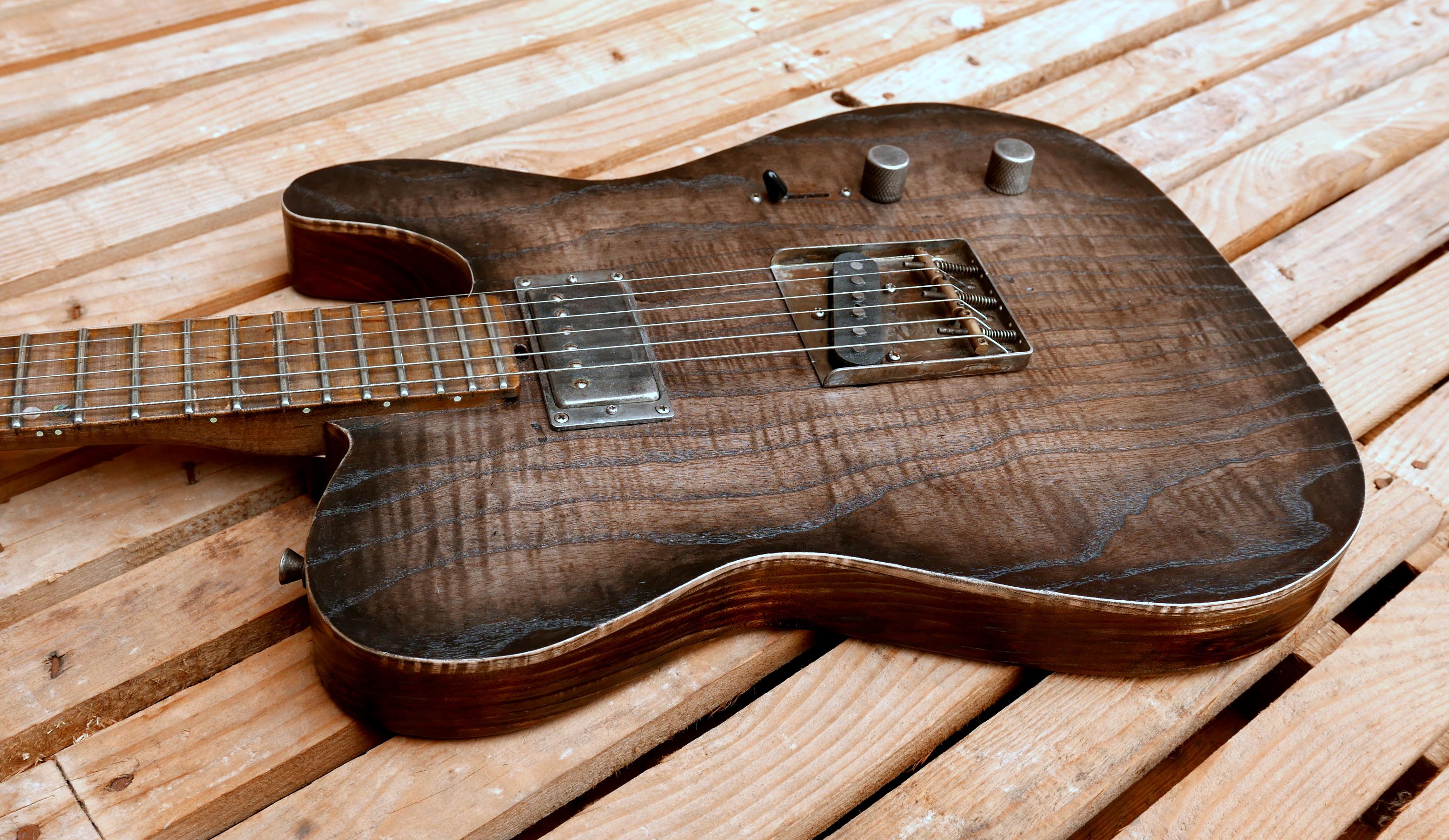 body chitarra con fake binding