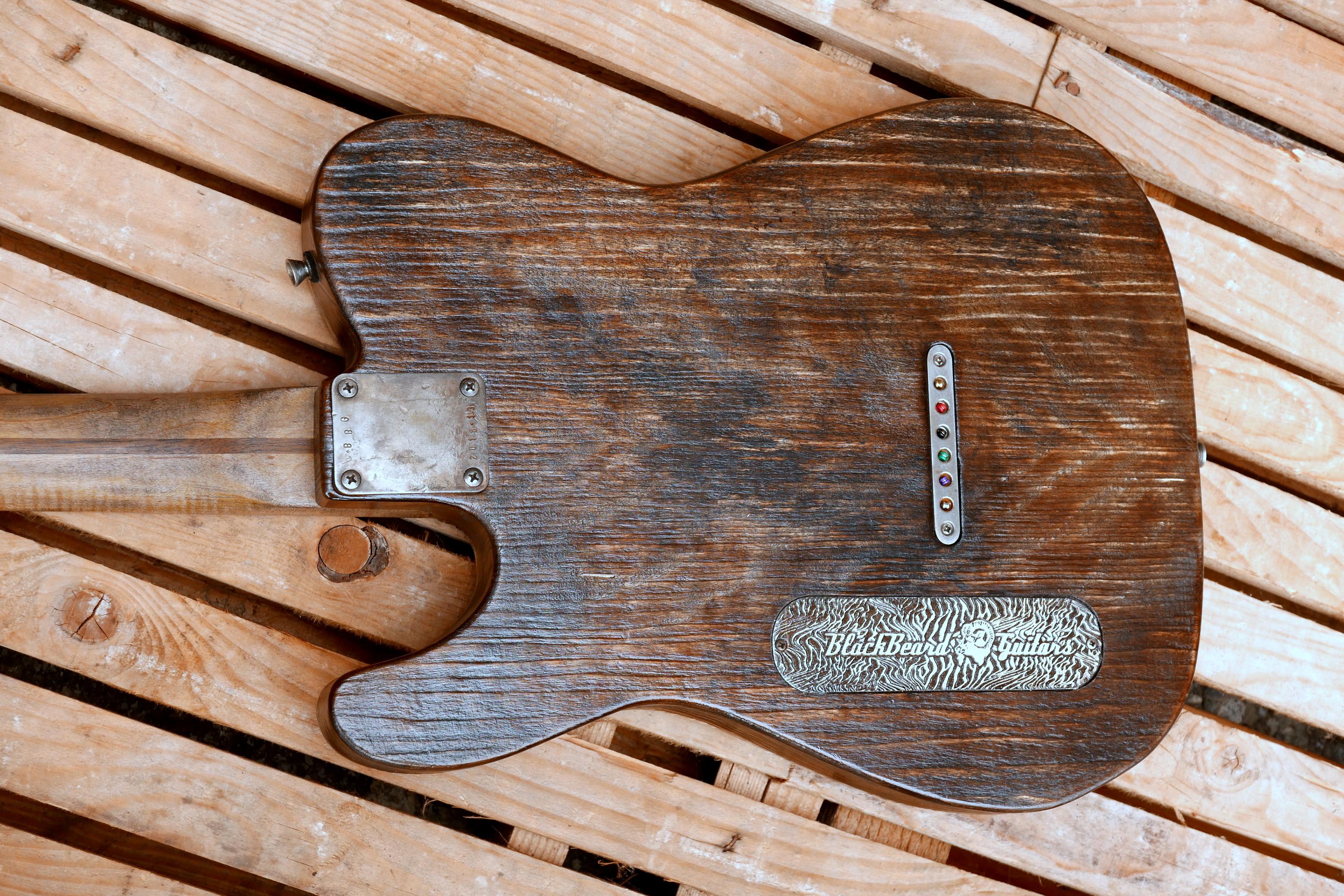 retro chitarra pioppo