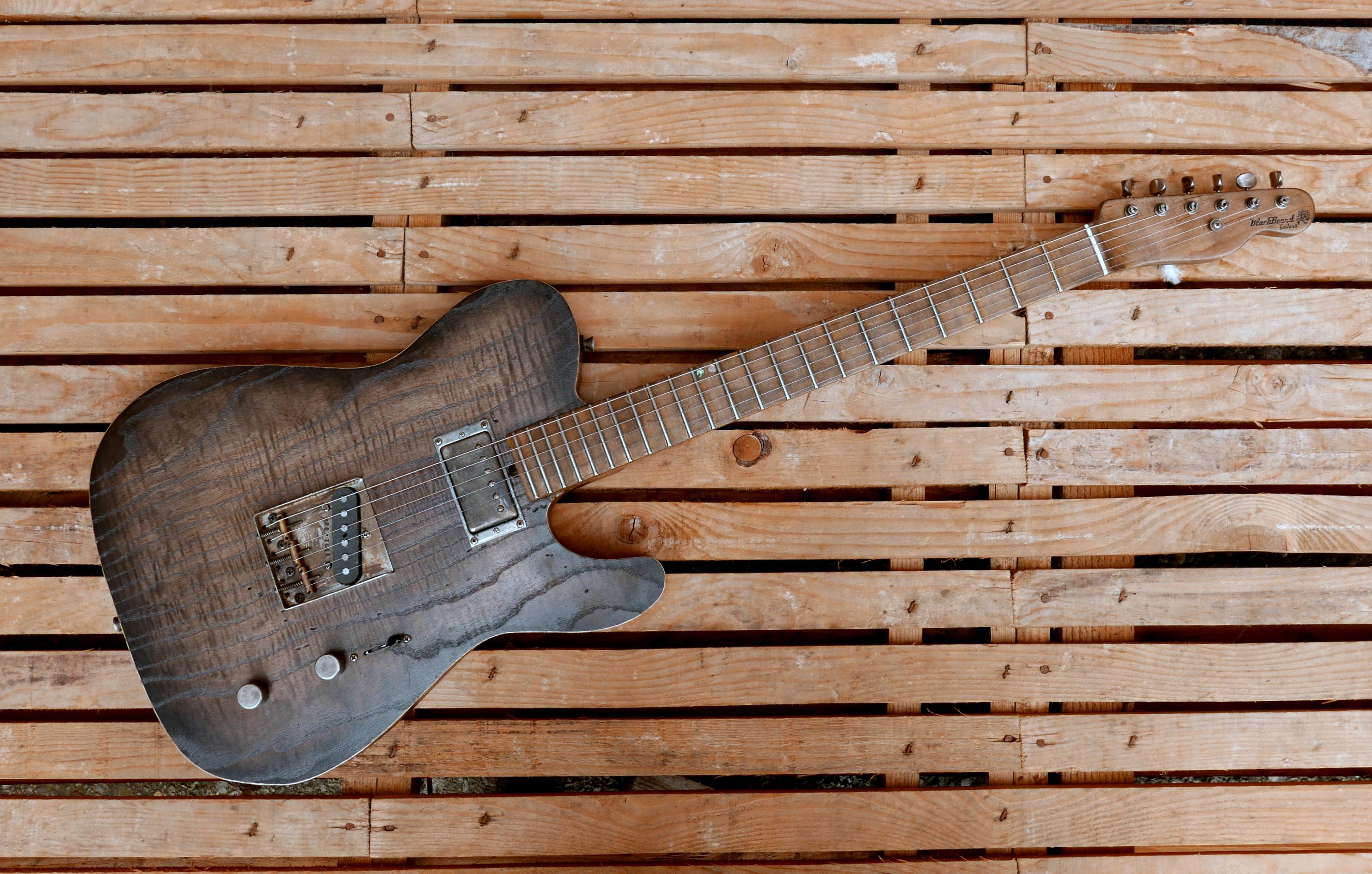chitarra vista sopra