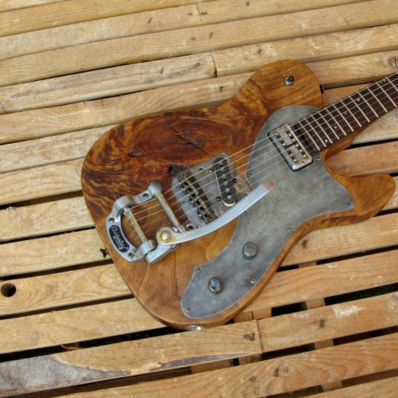 Body di una chitarra Telecaster in pioppo antico