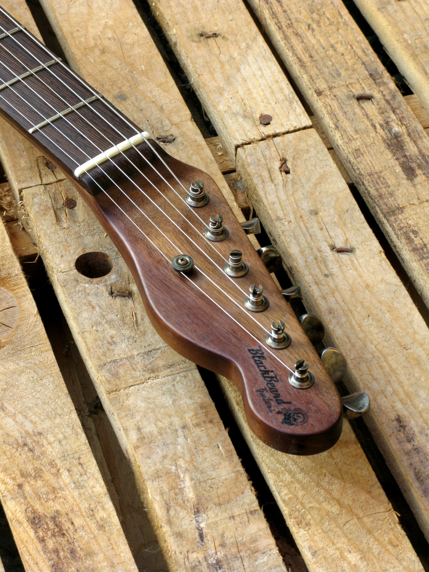 Paletta in noce di una chitarra Telecaster in pioppo antico