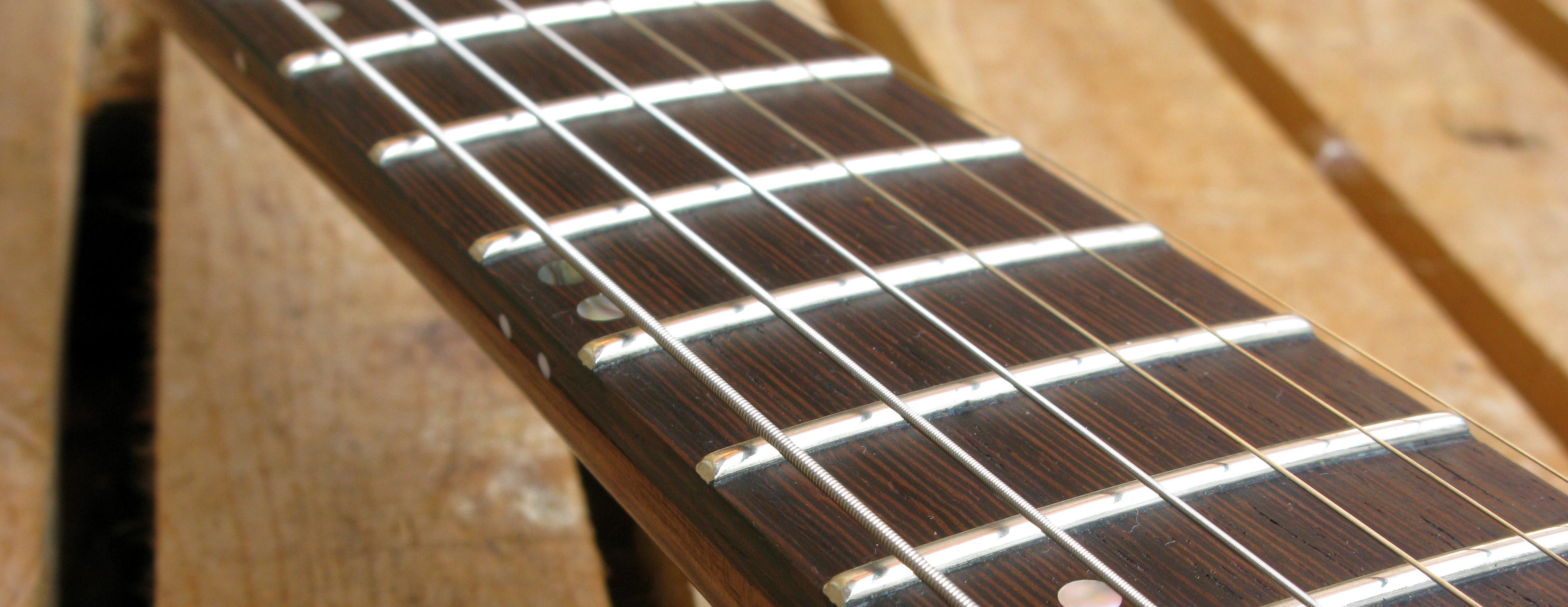 Tastiera in wengè di una chitarra Telecaster in pioppo antico