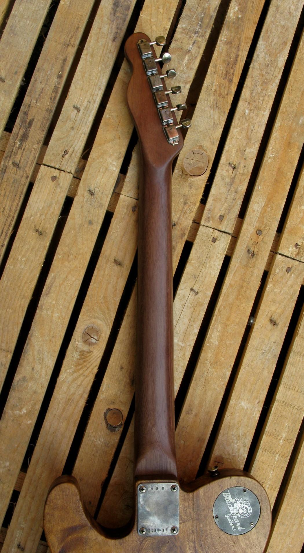 Manico in noce di una chitarra Telecaster in pioppo antico