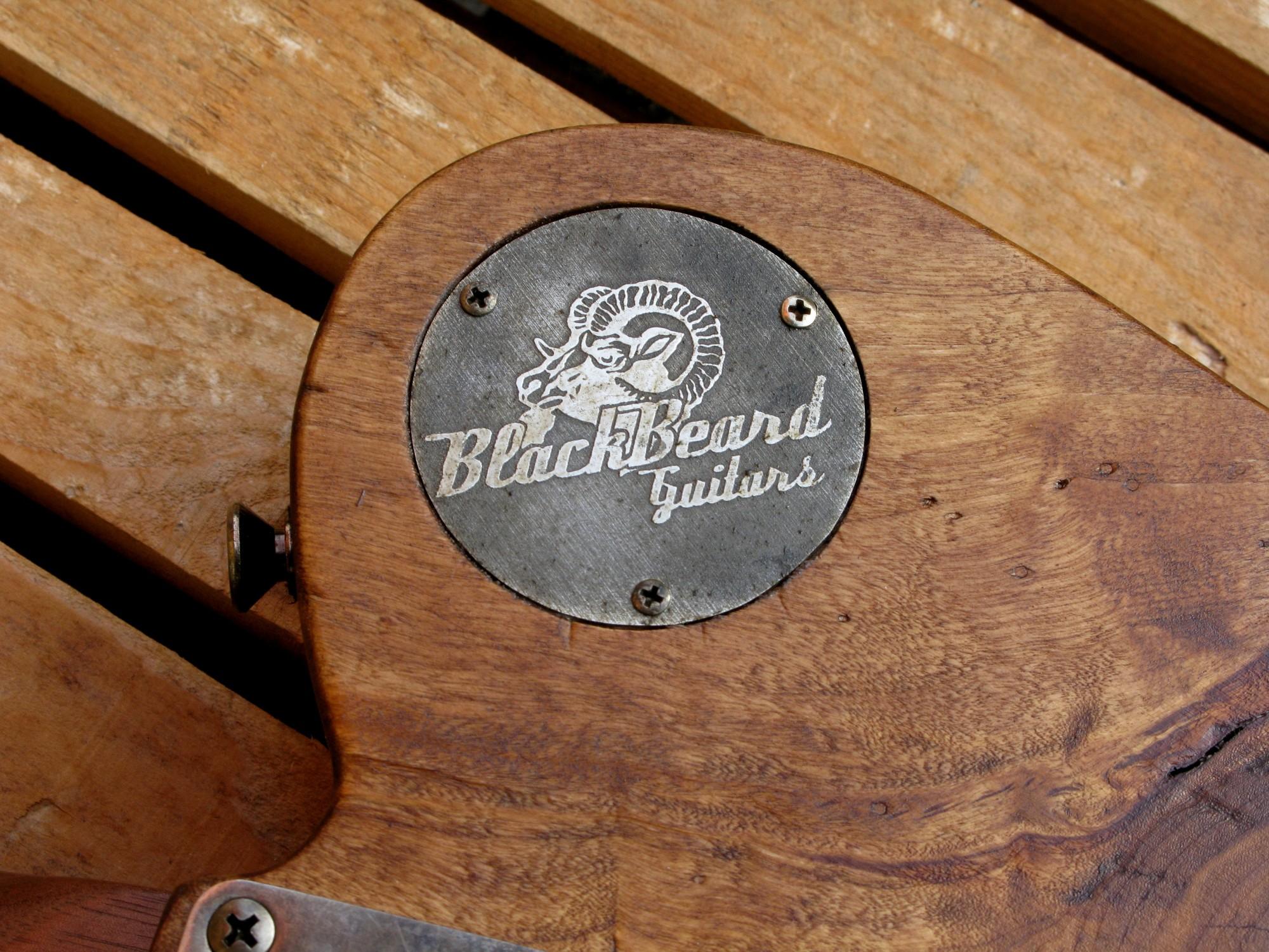 Retro di una chitarra Telecaster in pioppo antico