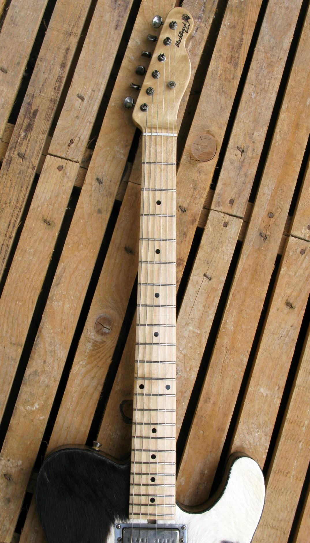 Manico in acero di una chitarra Telecaster in castagno con top in pelle di mucca