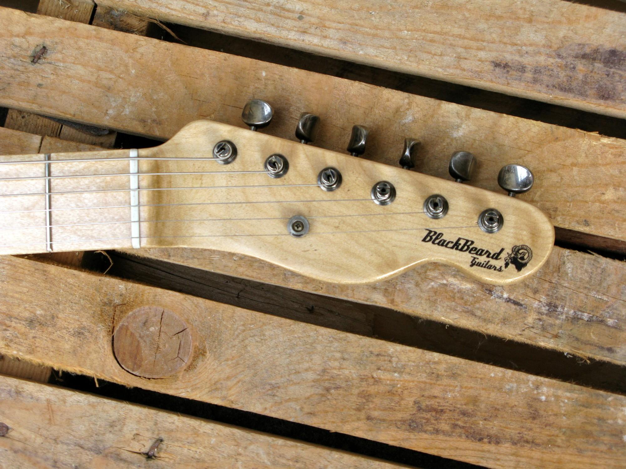 Paletta in acero di una chitarra Telecaster in castagno con top in pelle di mucca