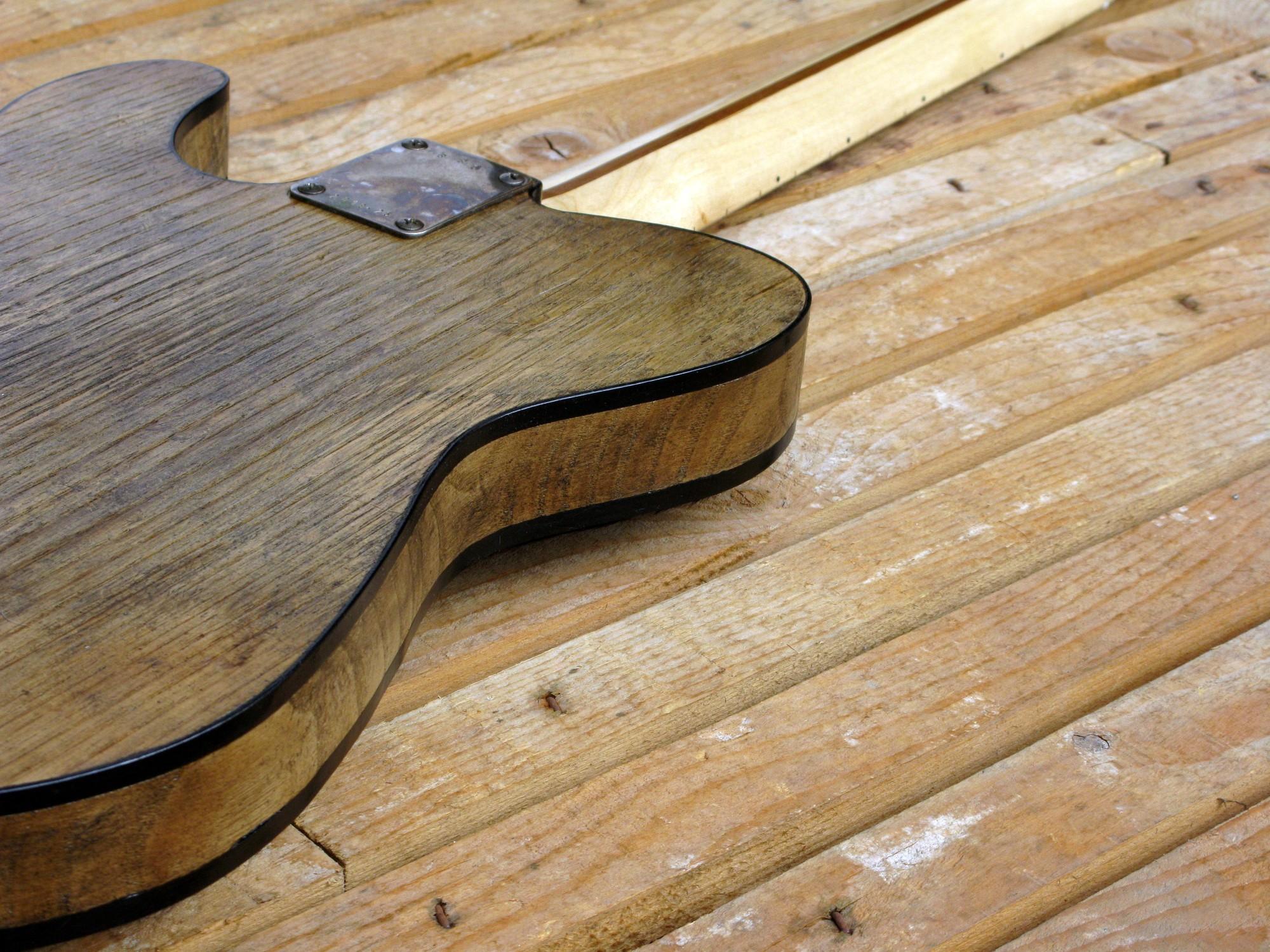 Retro di una chitarra Telecaster in castagno