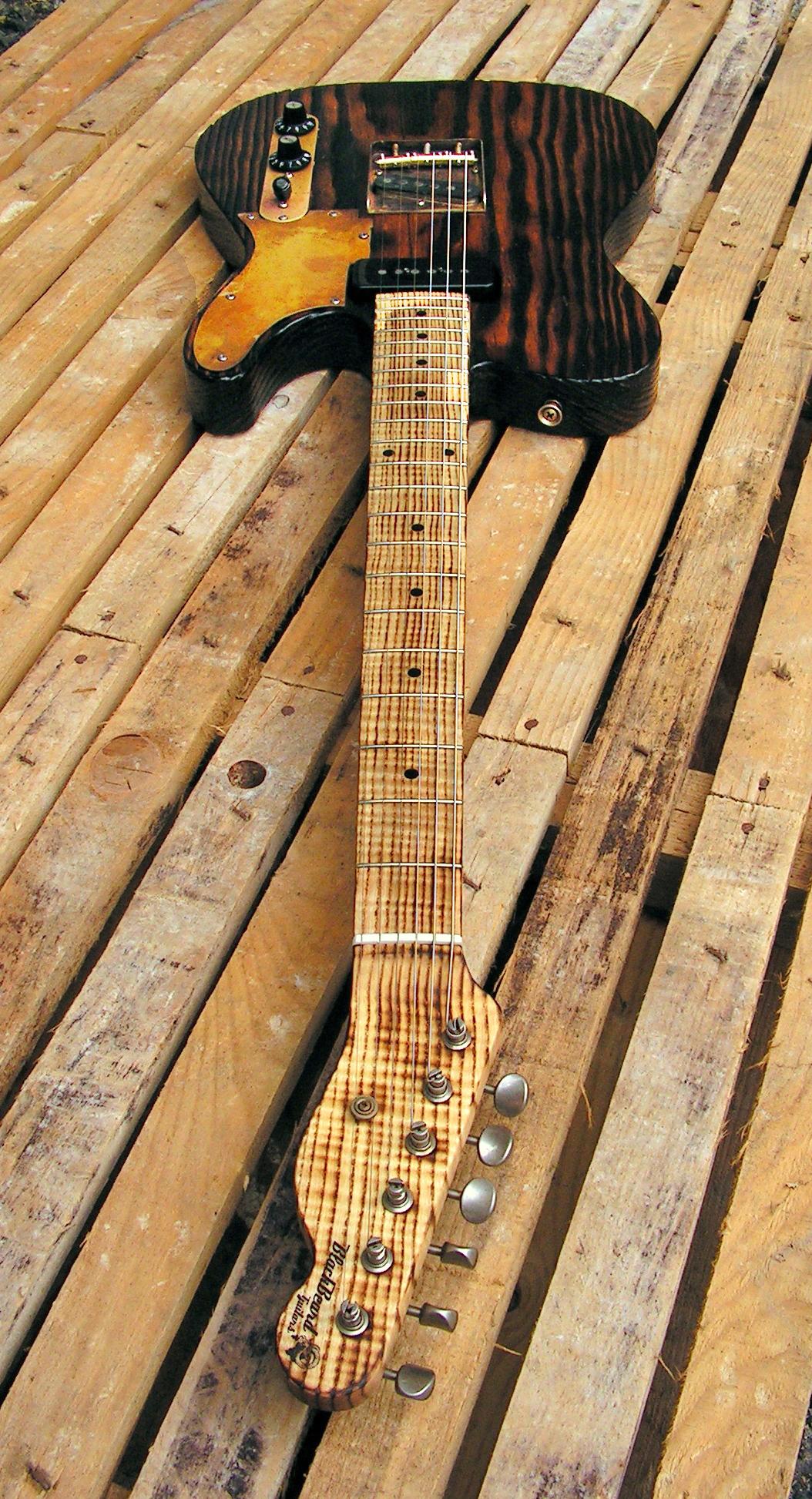 Chitarra Telecaster in pino roasted con battipenna in ottone