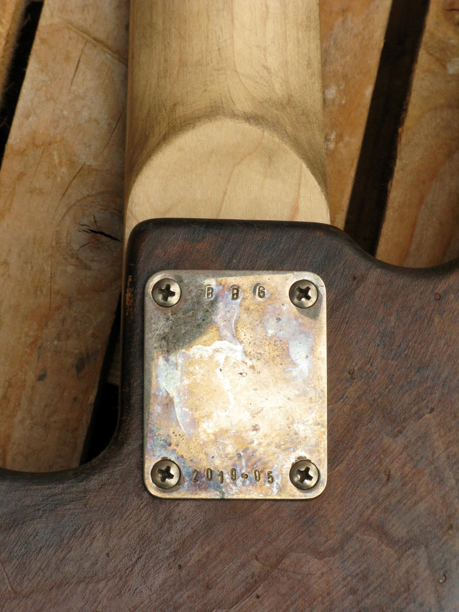 dettaglio del retro body di un basso Precision p-51 in pioppo