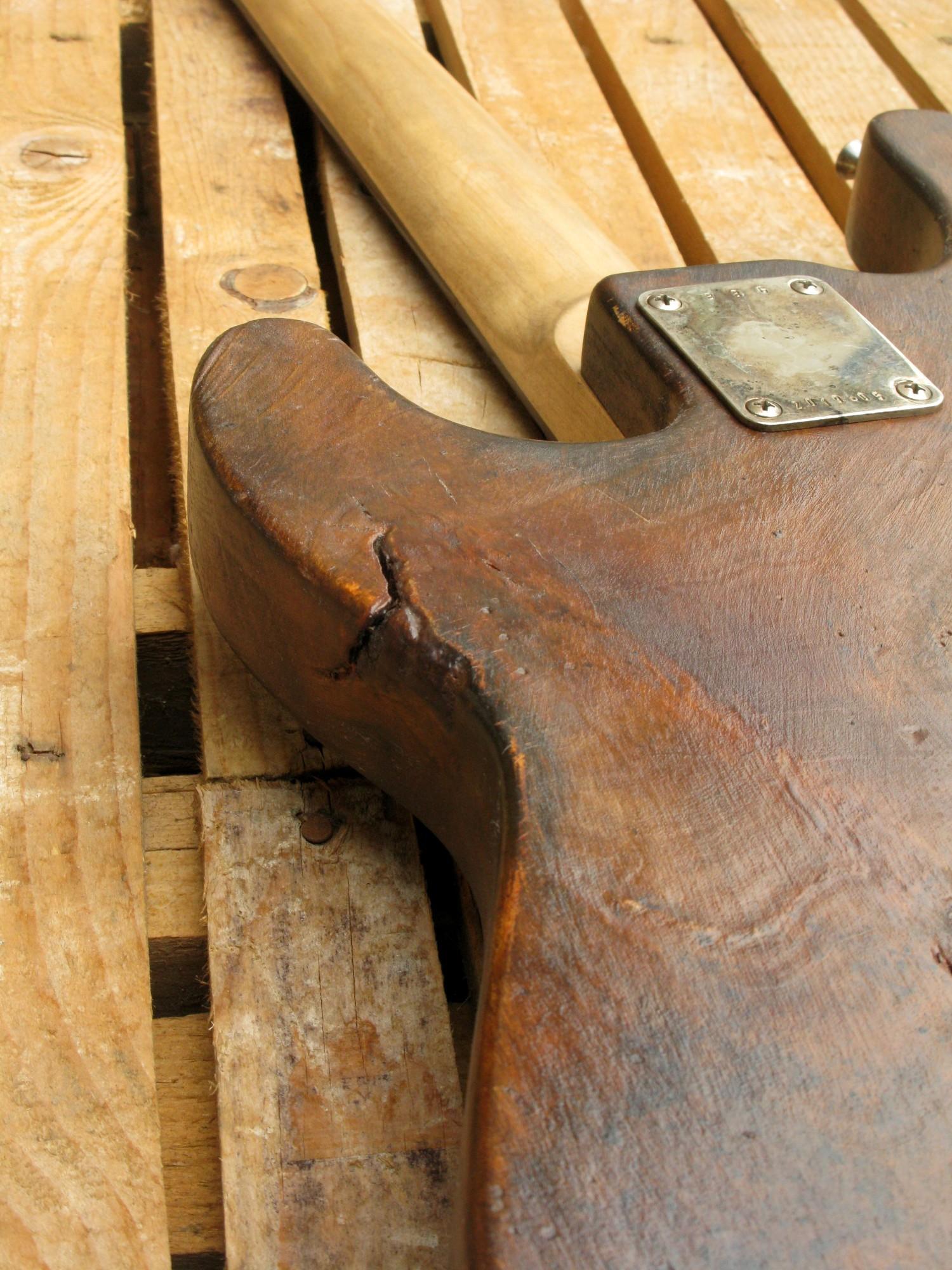 retro body di un basso Precision p-51 in pioppo