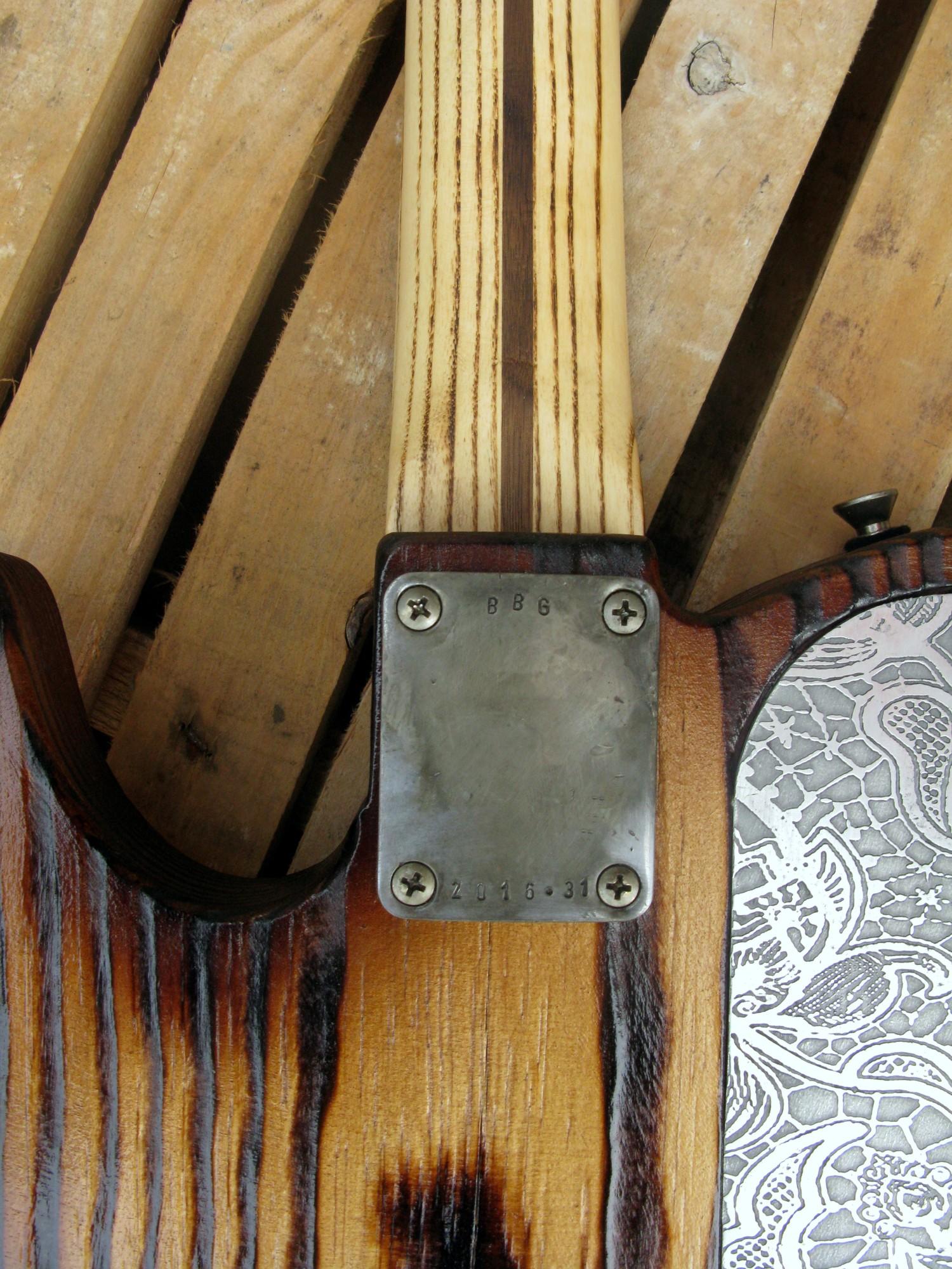 Chitarra elettrica Telecaster in pino e frassino: piastra