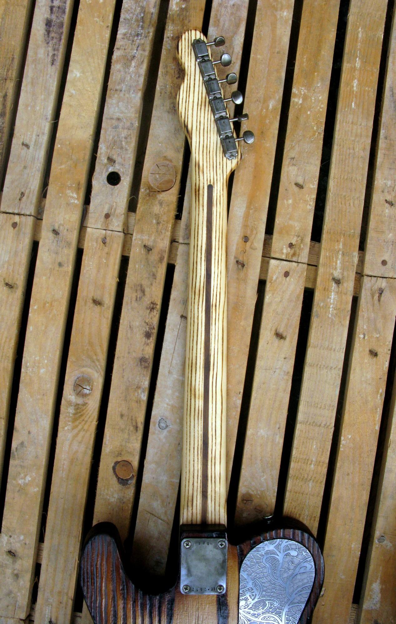 Chitarra elettrica Telecaster in pino e frassino: retro manico
