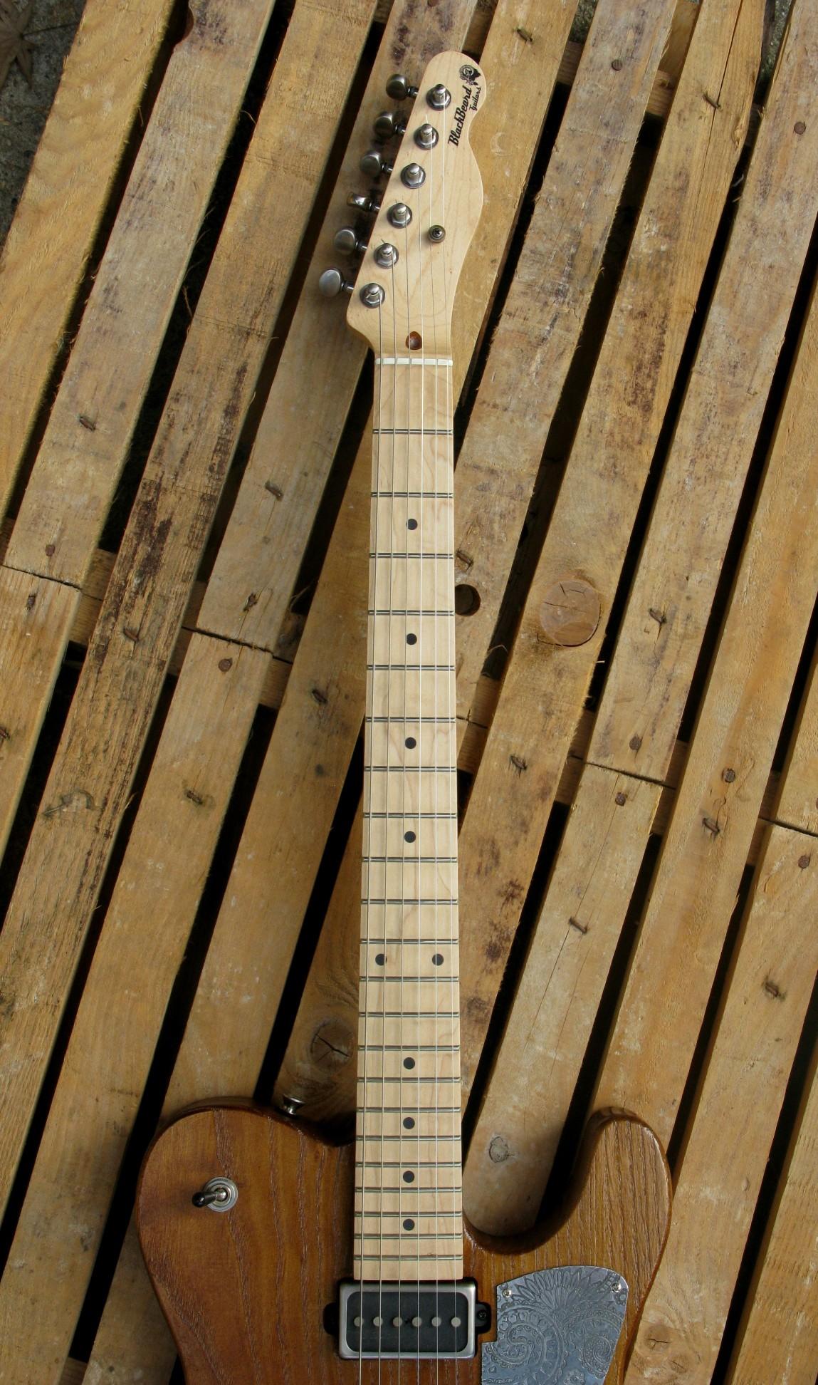Manico in acero di una chitarra Telecaster in castagno