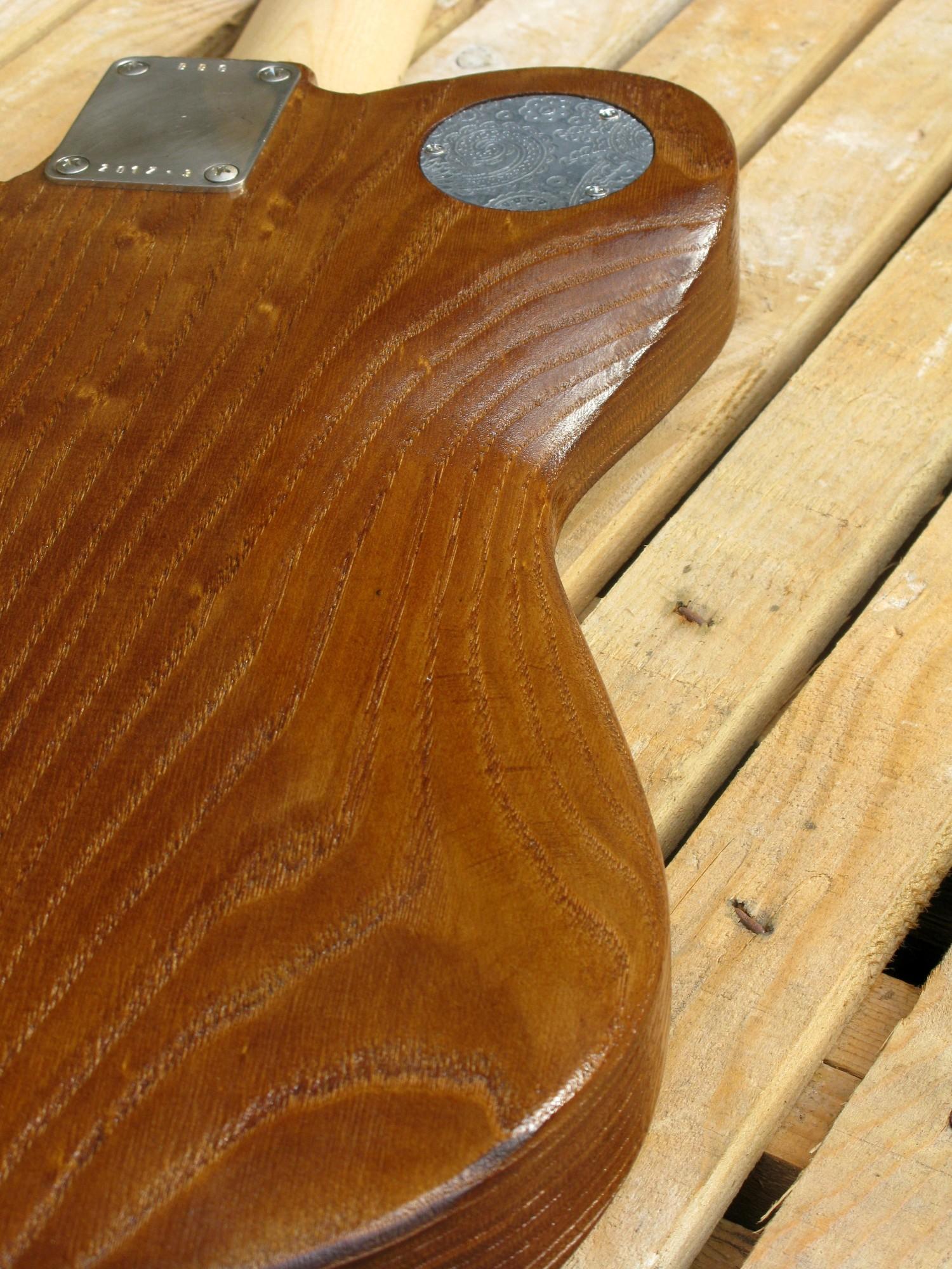 Retro del body di una chitarra Telecaster in castagno