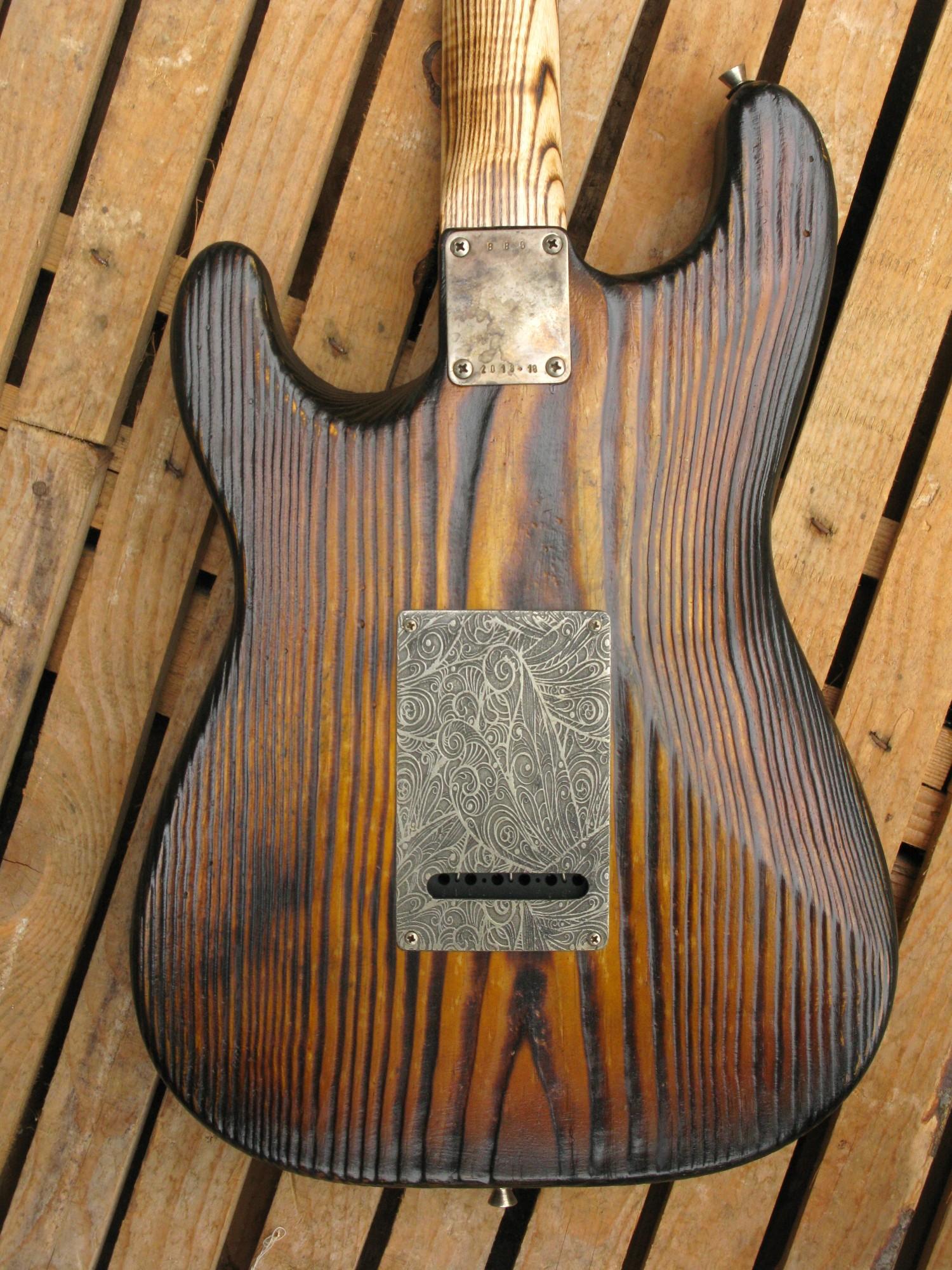 Retro del body di una Stratocaster in pino