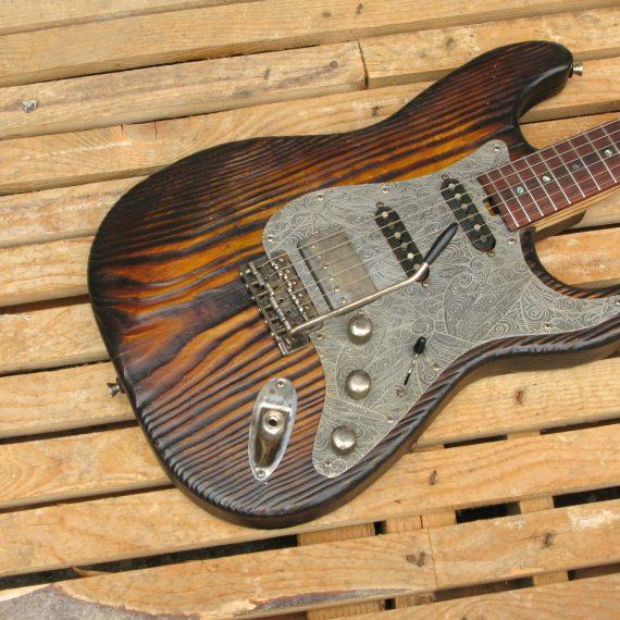 Stratocaster in pino