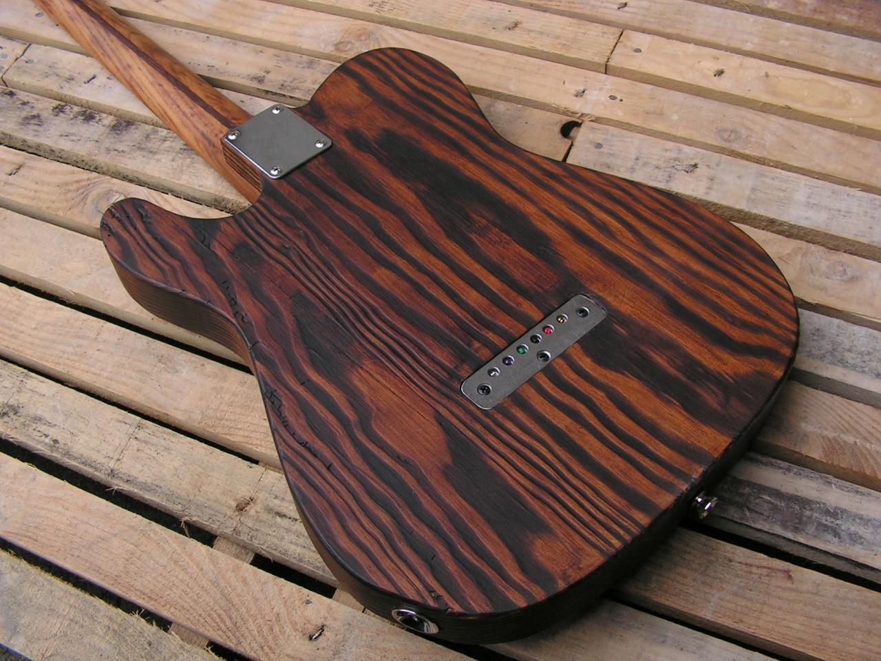 Retro del body di una chitarra Telecaster in pino roasted