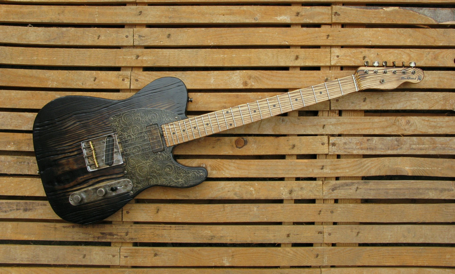 Telecaster in yellow pine, battipenna inciso e manico in frassino