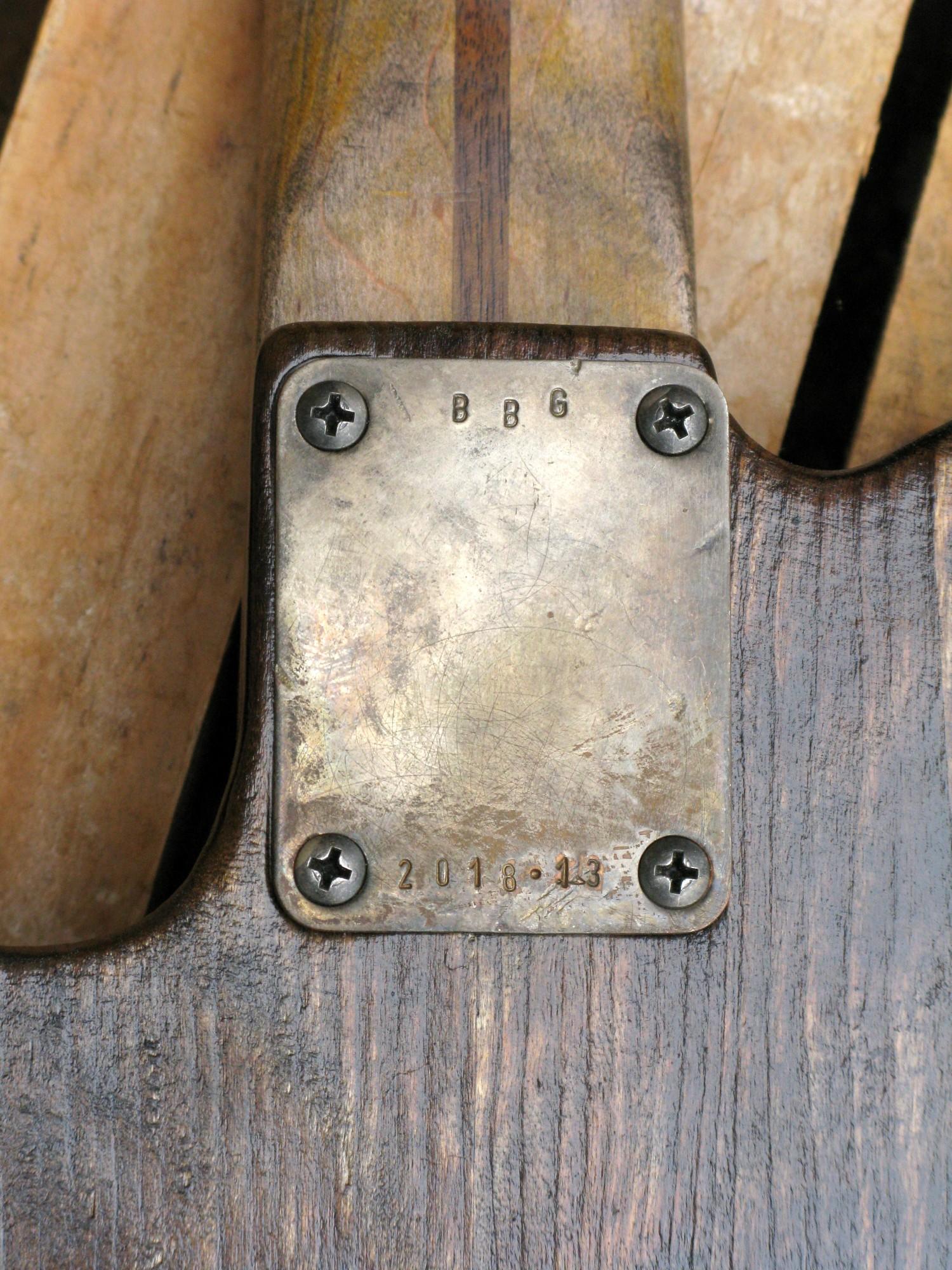 Retro del body di una Telecaster in pioppo e manico in acero