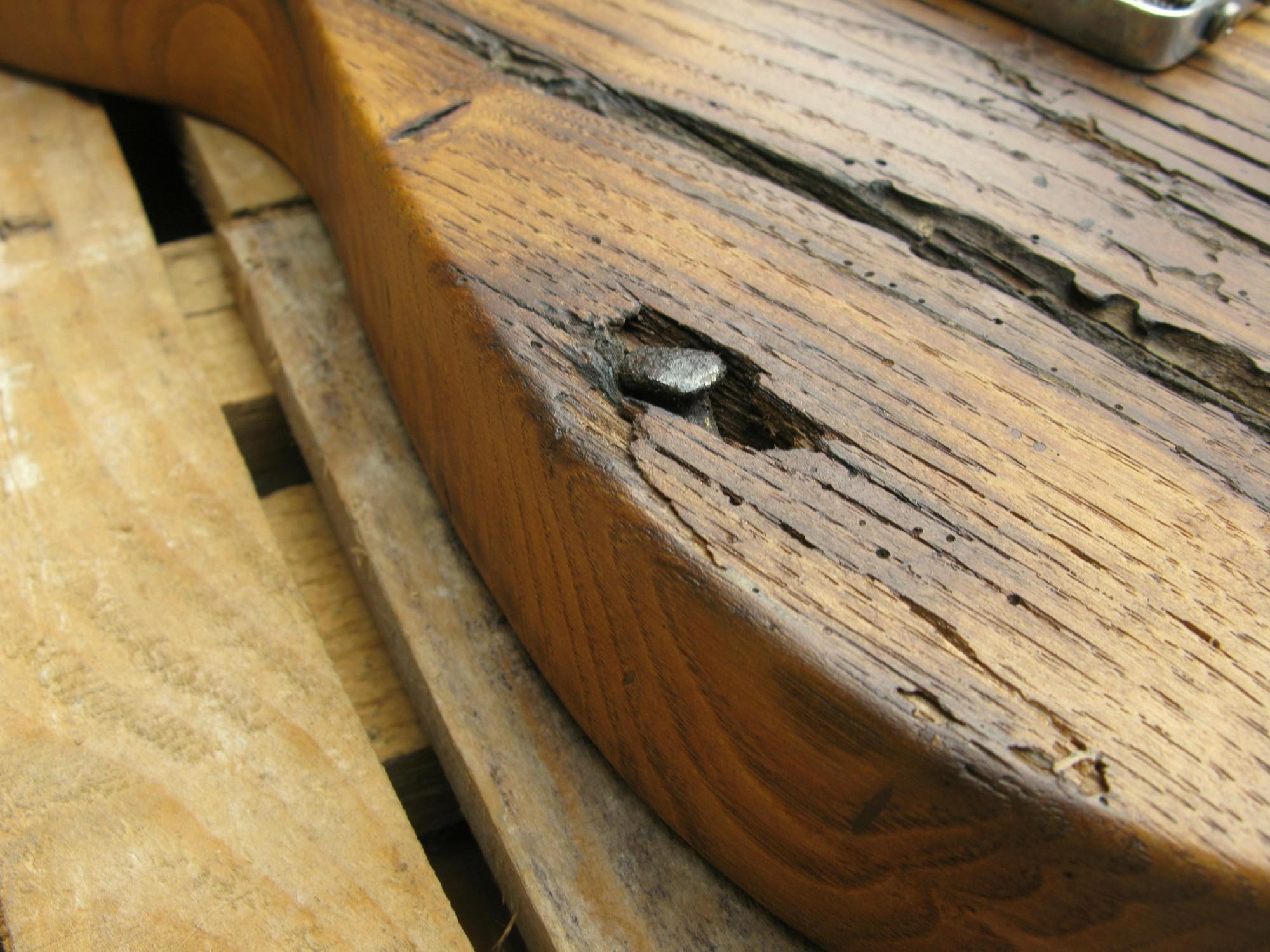 dettaglio legno retro di una Telecaster con corpo in castagno secolare e manico in acero roasted