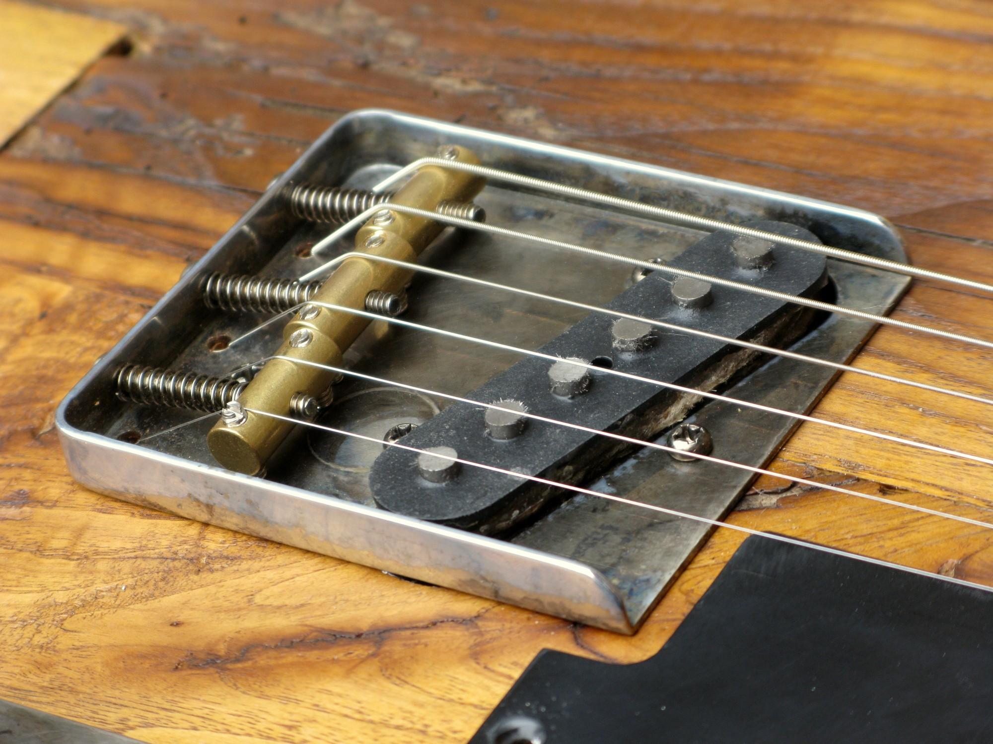 Ponte di una Telecaster con corpo in castagno secolare e manico in acero roasted