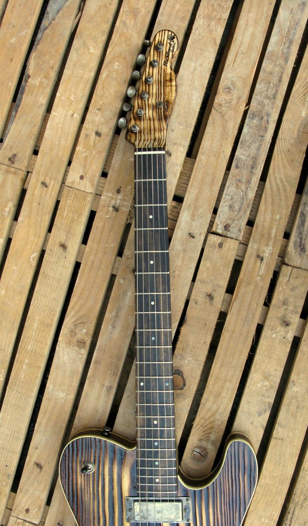 Tastiera in ebano di una Telecaster Thinline in yellow pine