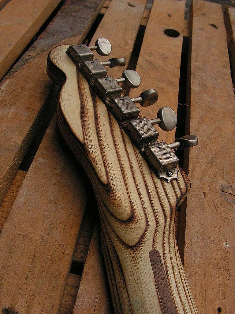 Chitarra elettrica ibrida con manico da telecaster e corpo LP Junior: retro paletta
