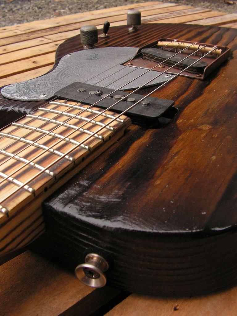 Chitarra elettrica ibrida con manico da telecaster e corpo LP Junior: dettaglio
