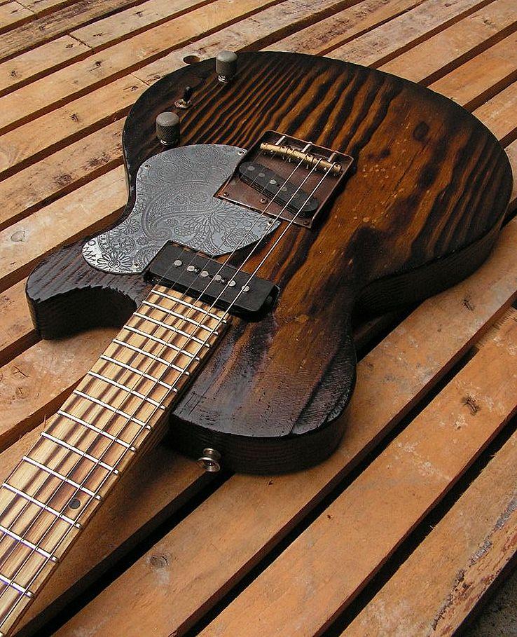 Chitarra elettrica ibrida con manico da telecaster e corpo LP Junior: body