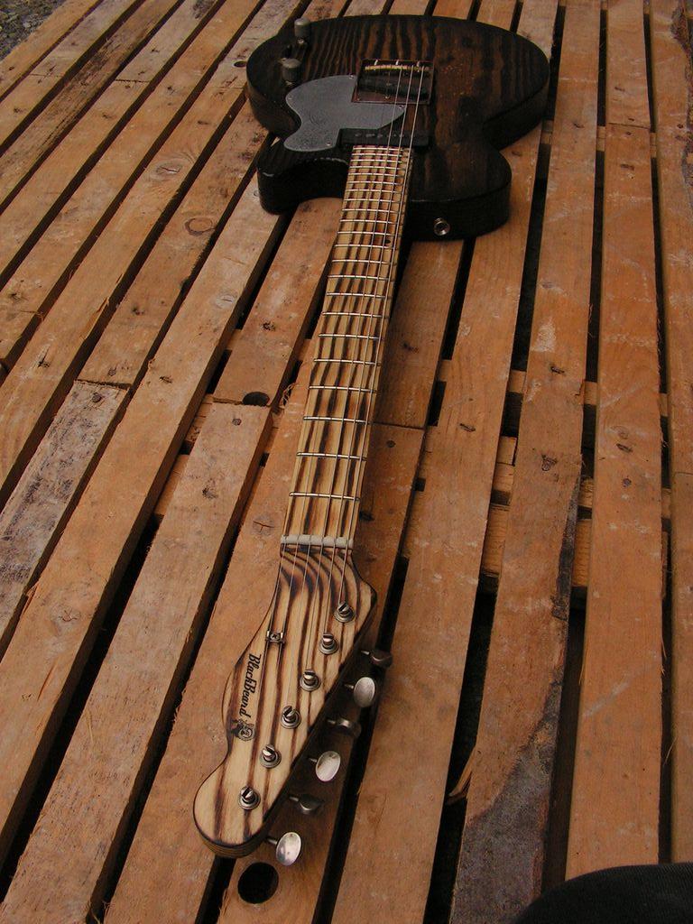 Chitarra elettrica ibrida con manico da telecaster e corpo LP Junior: neck