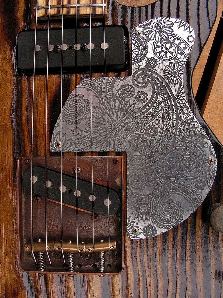 Chitarra elettrica ibrida con manico da telecaster e corpo LP Junior: battipenna inciso