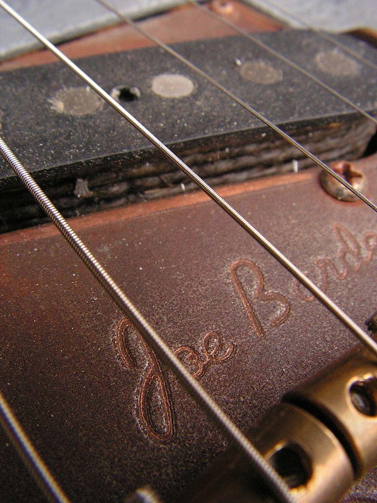 Chitarra elettrica ibrida con manico da telecaster e corpo LP Junior: pickup ponte