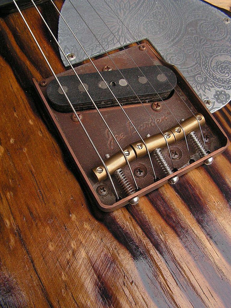Chitarra elettrica ibrida con manico da telecaster e corpo LP Junior: ponte telecaster