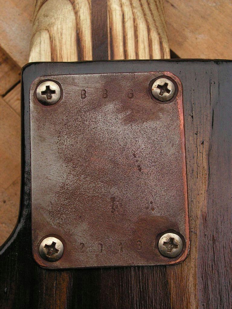Chitarra elettrica ibrida con manico da telecaster e corpo LP Junior: piaster retro