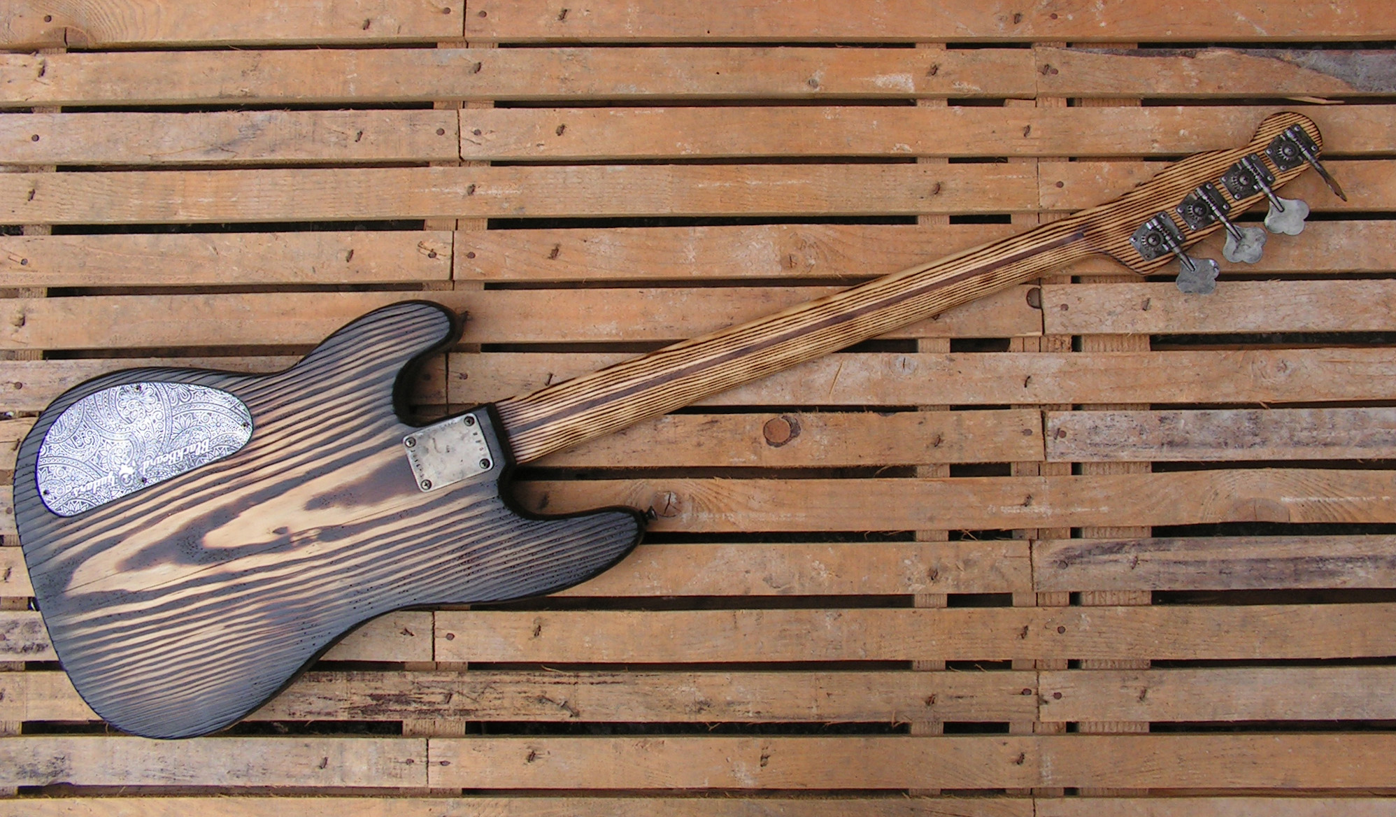 basso Precision 51 in pino retro