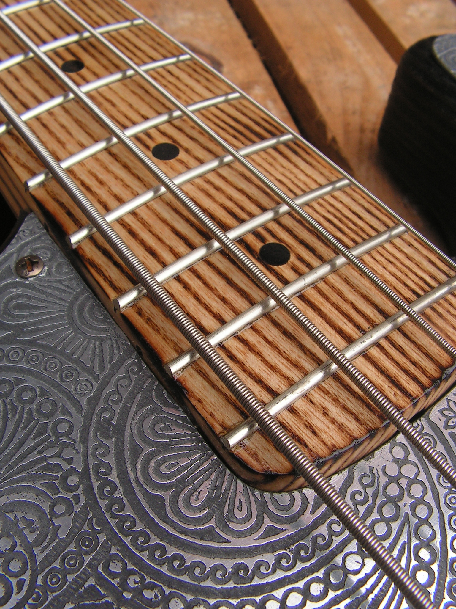 basso Precision 51 in pino tasti