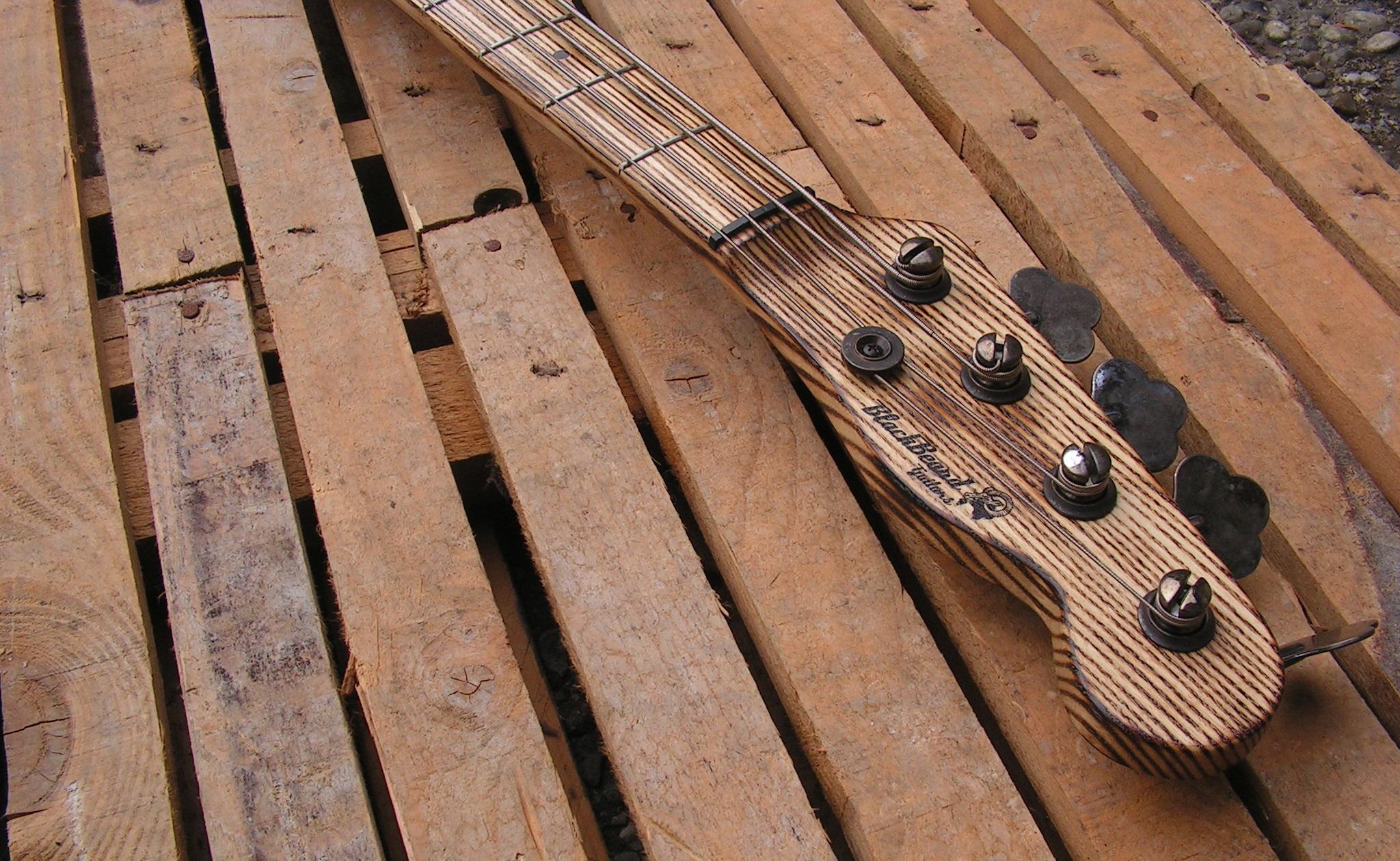 basso Precision 51 in pino tasti manico