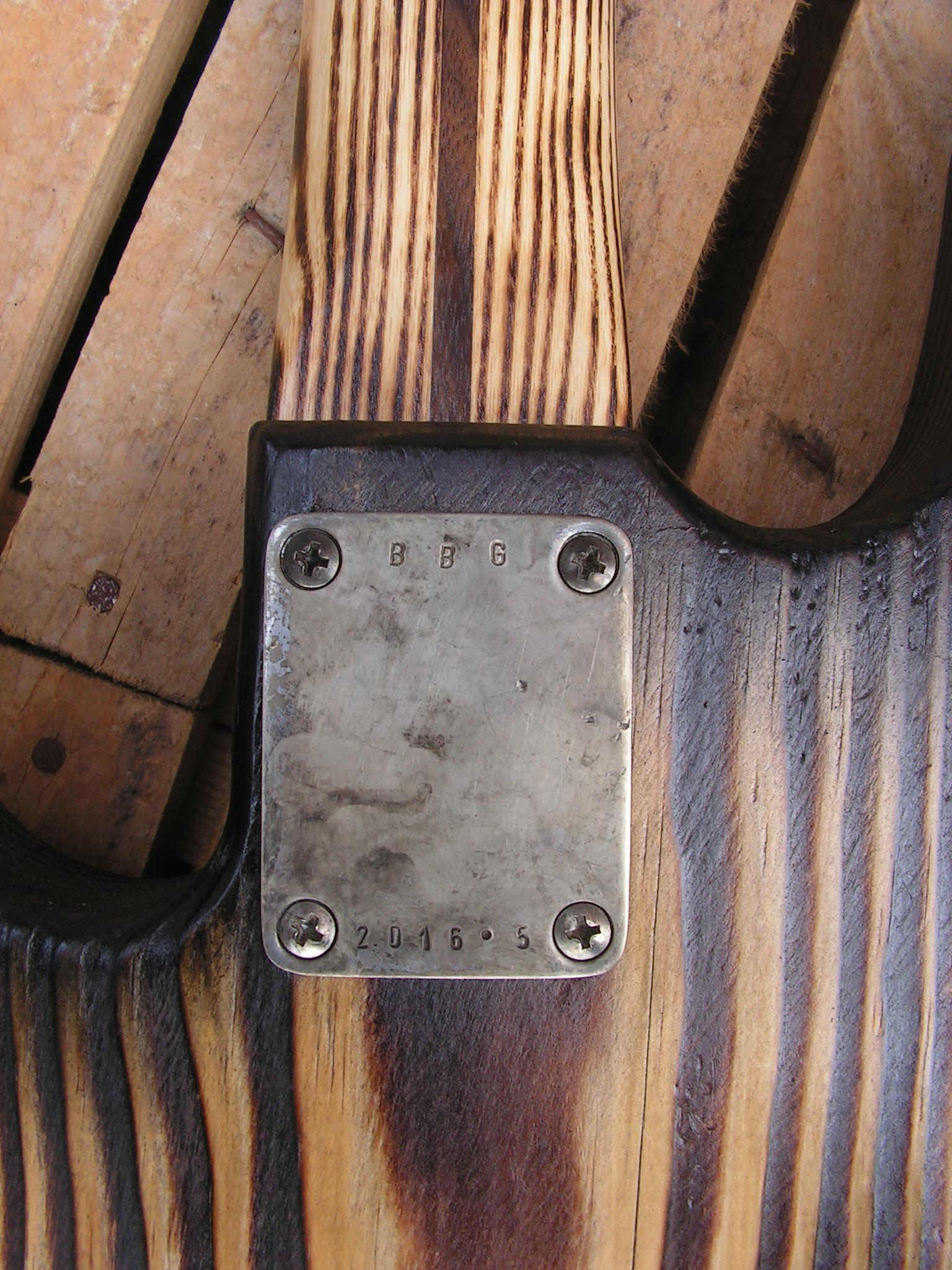 basso Precision 51 in pino retro piastra