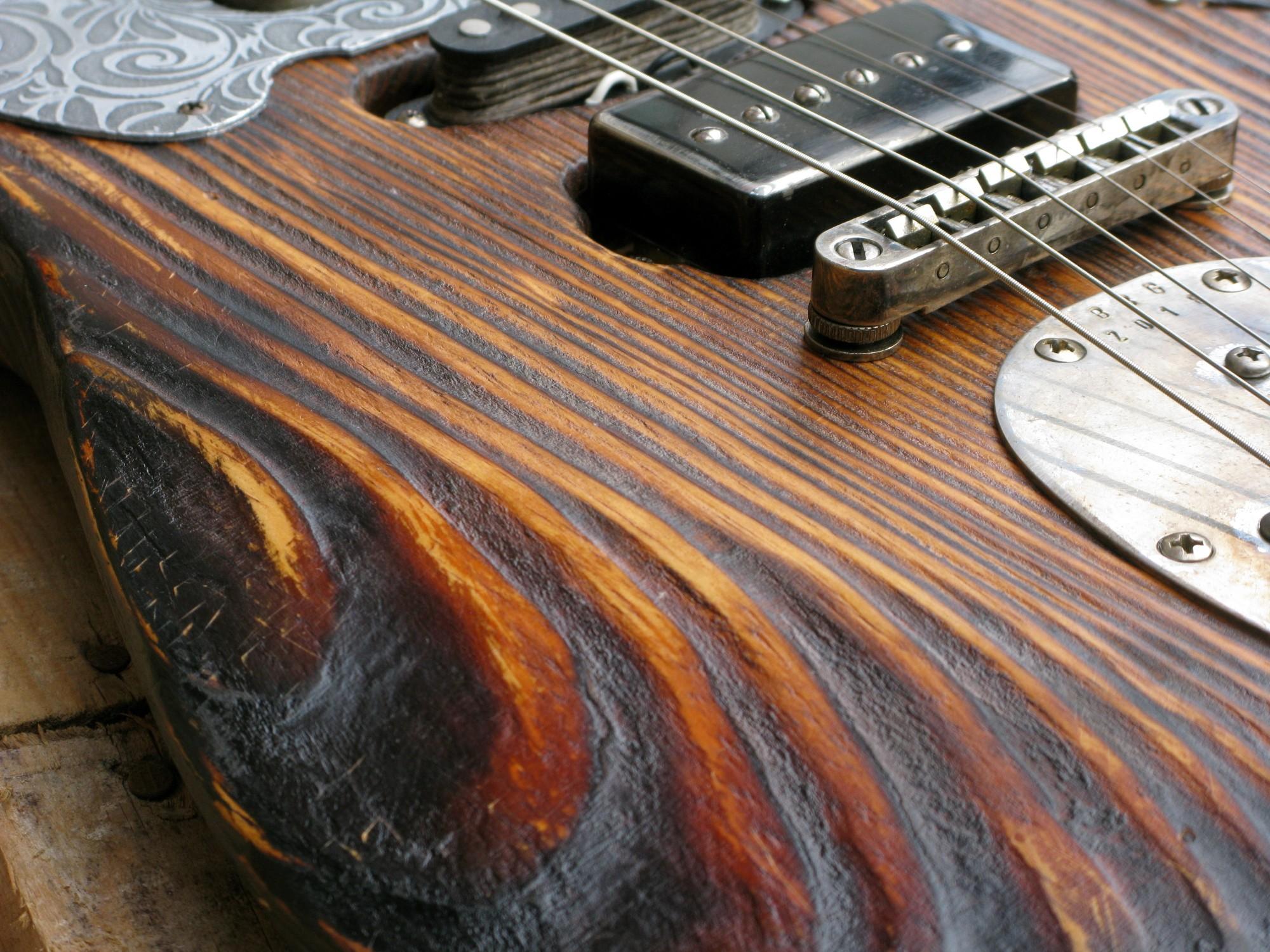 Chitarra modello Stratocaster, body in pino, manico in frassino, reverse: Chitarra modello Stratocaster, body in pino, manico in frassino, reverse: ponte