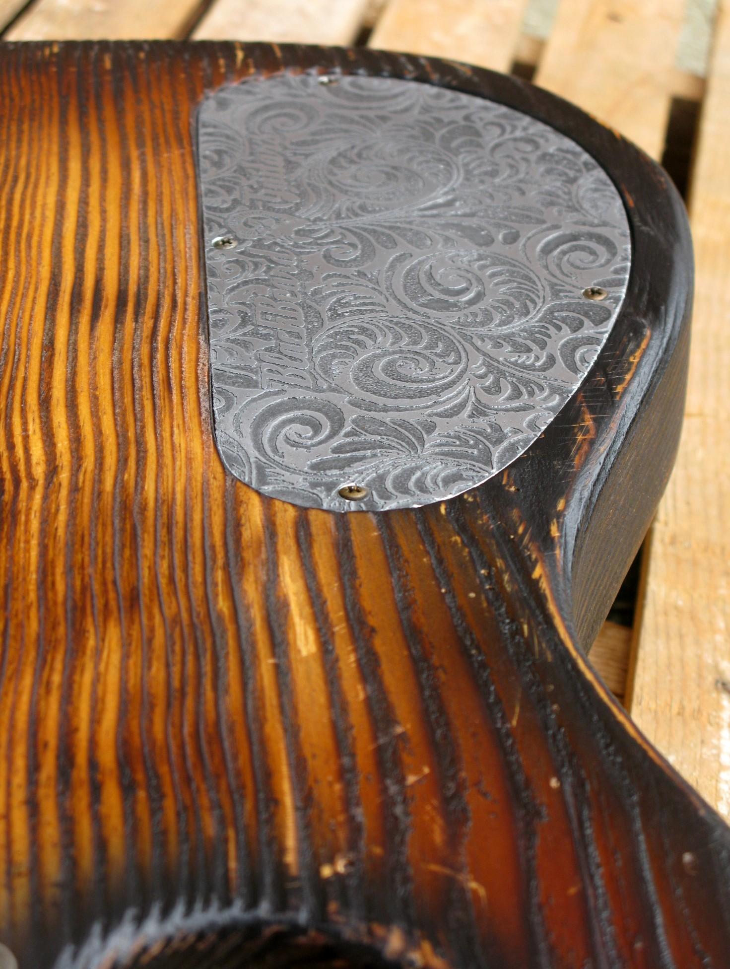 Chitarra modello Stratocaster, body in pino, manico in frassino, reverse: vano elettronica