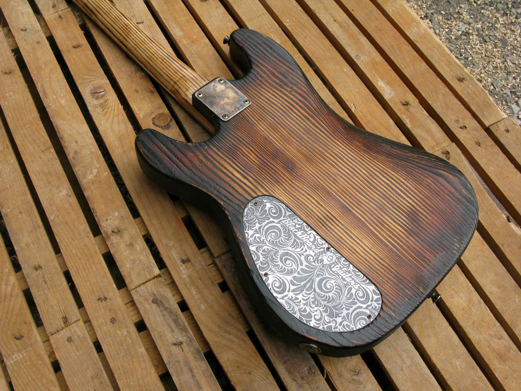 Chitarra modello Stratocaster, body in pino, manico in frassino, reverse: retro