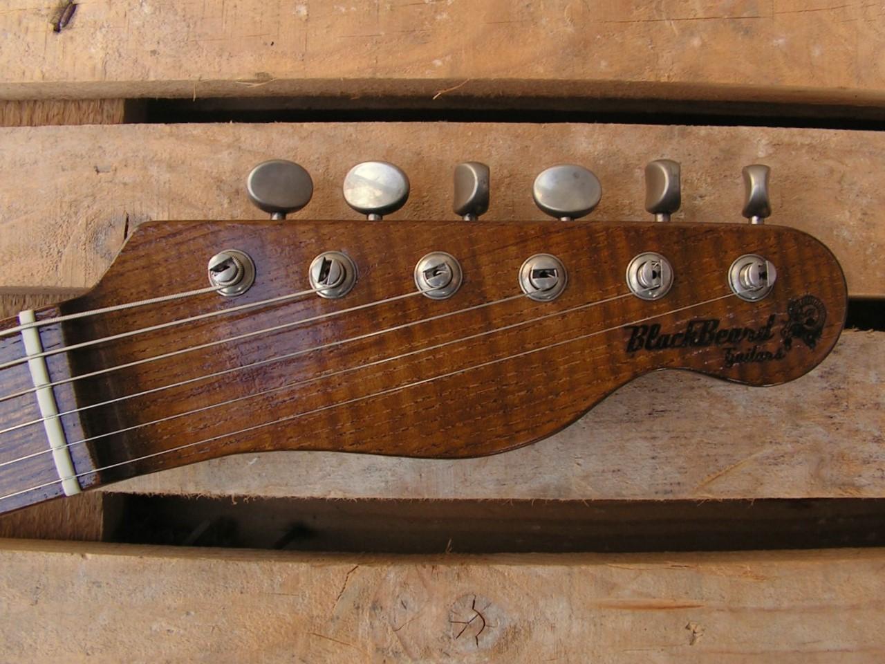 paletta di chitarra modello Telecaster in pino con humbucker al manico