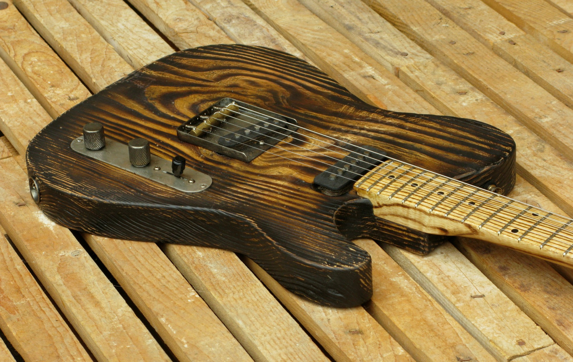 Corpo di una Telecaster in pitch pine
