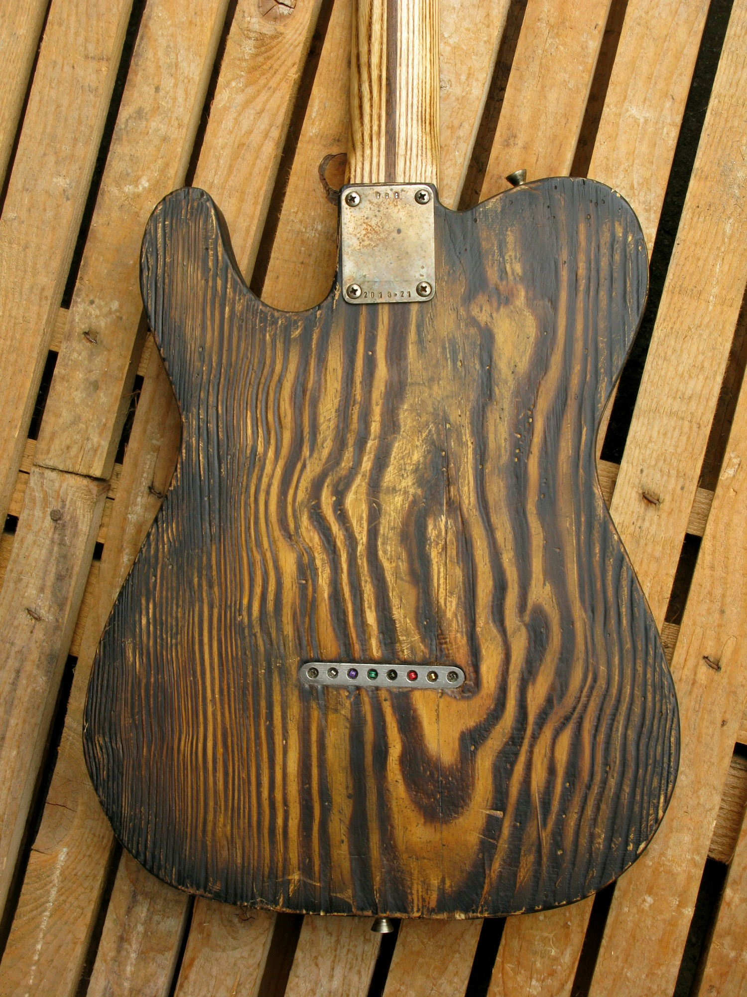 Retro del body di una Telecaster in pitch pine e manico in frassino
