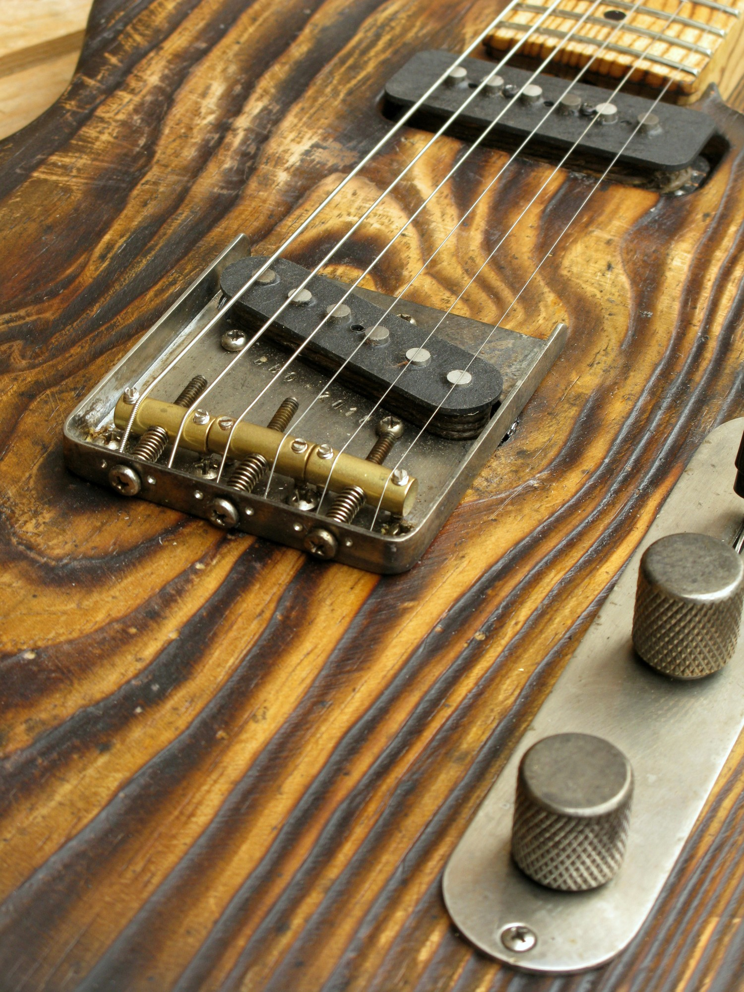 Ponte di una Telecaster dal body in pitch pine e manico in frassino