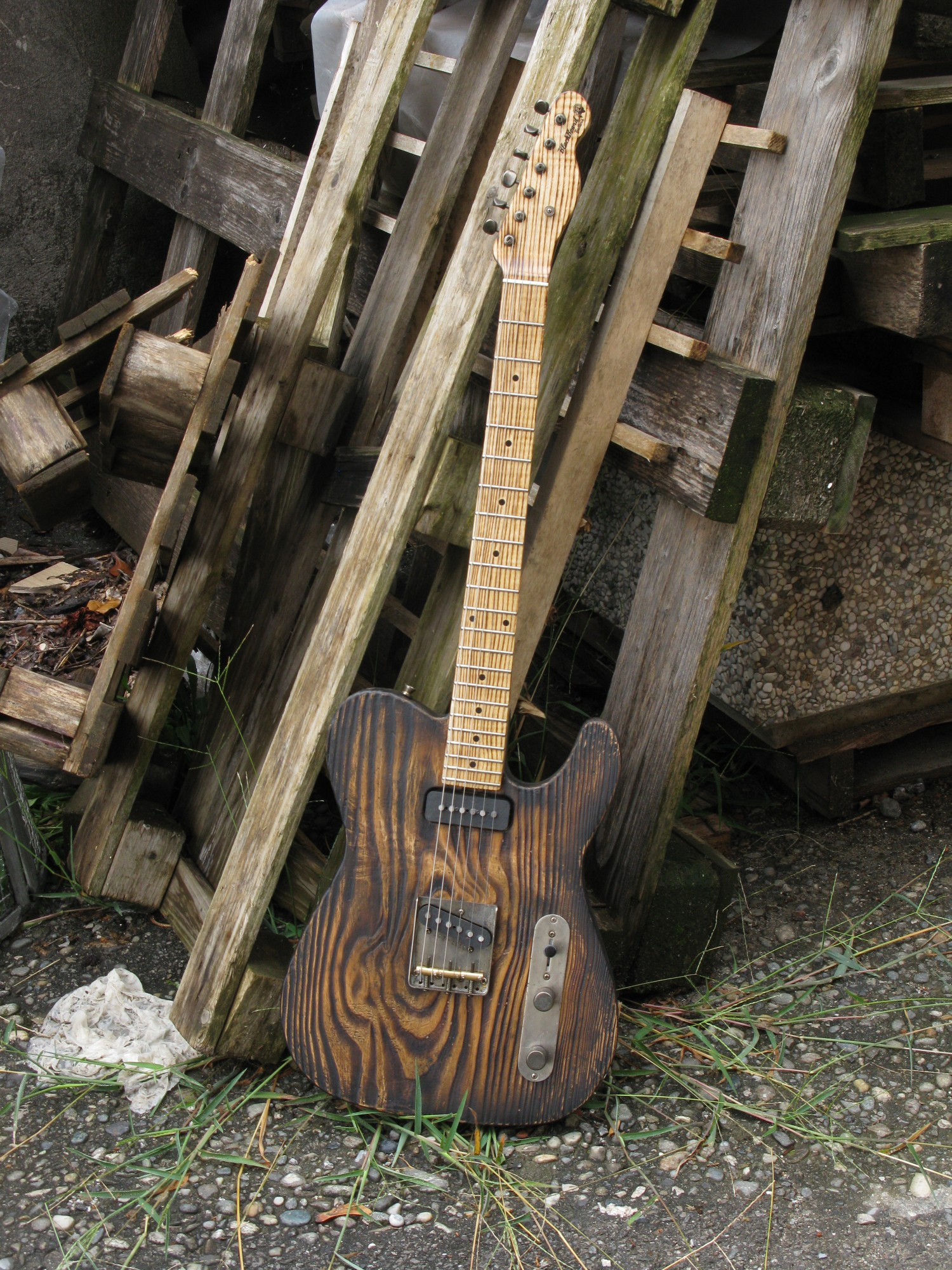 Telecaster dal body in pitch pine e manico in frassino