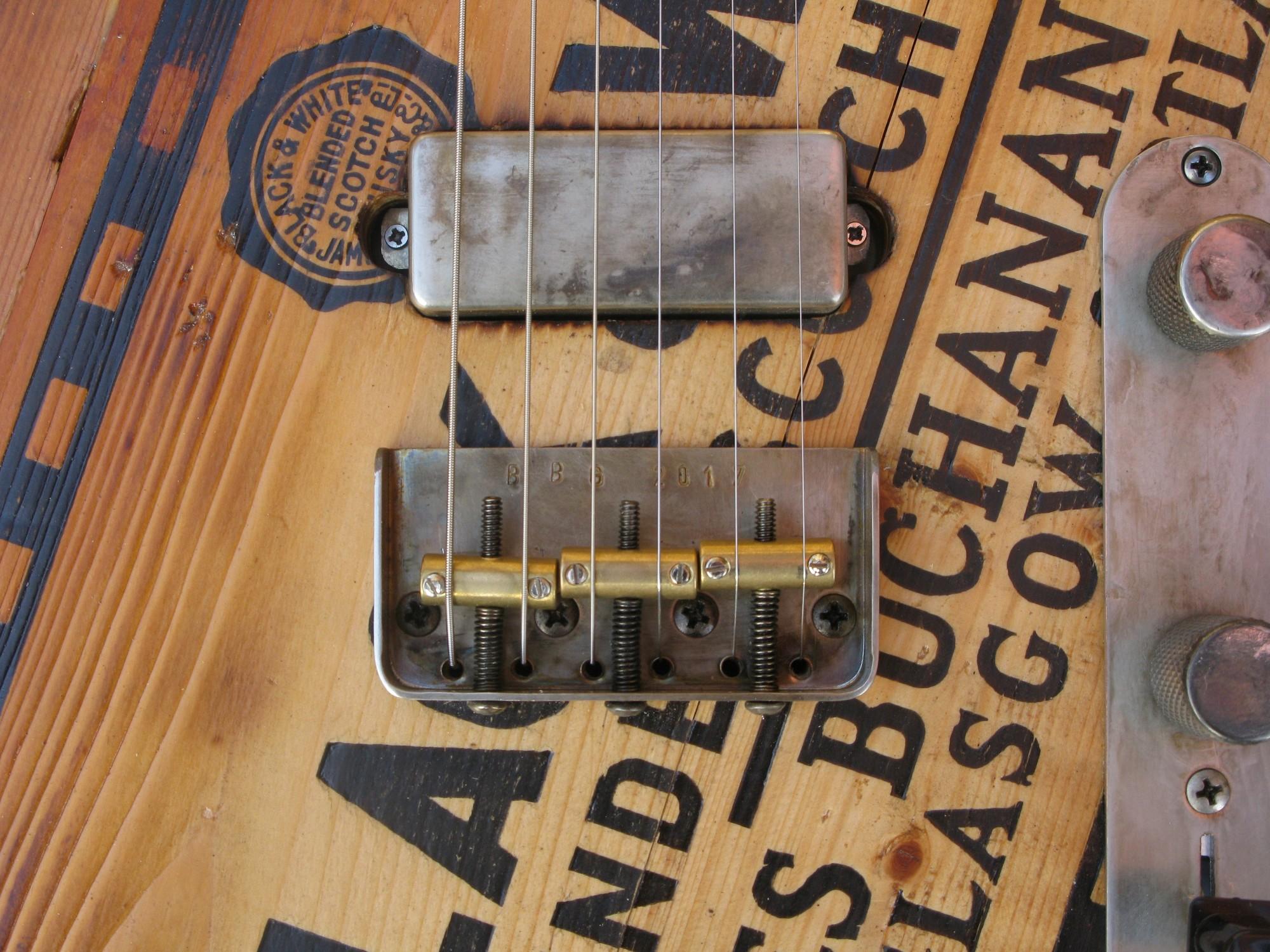 Ponte di una telecaster in pino con top ricevuto da cassa di whisky