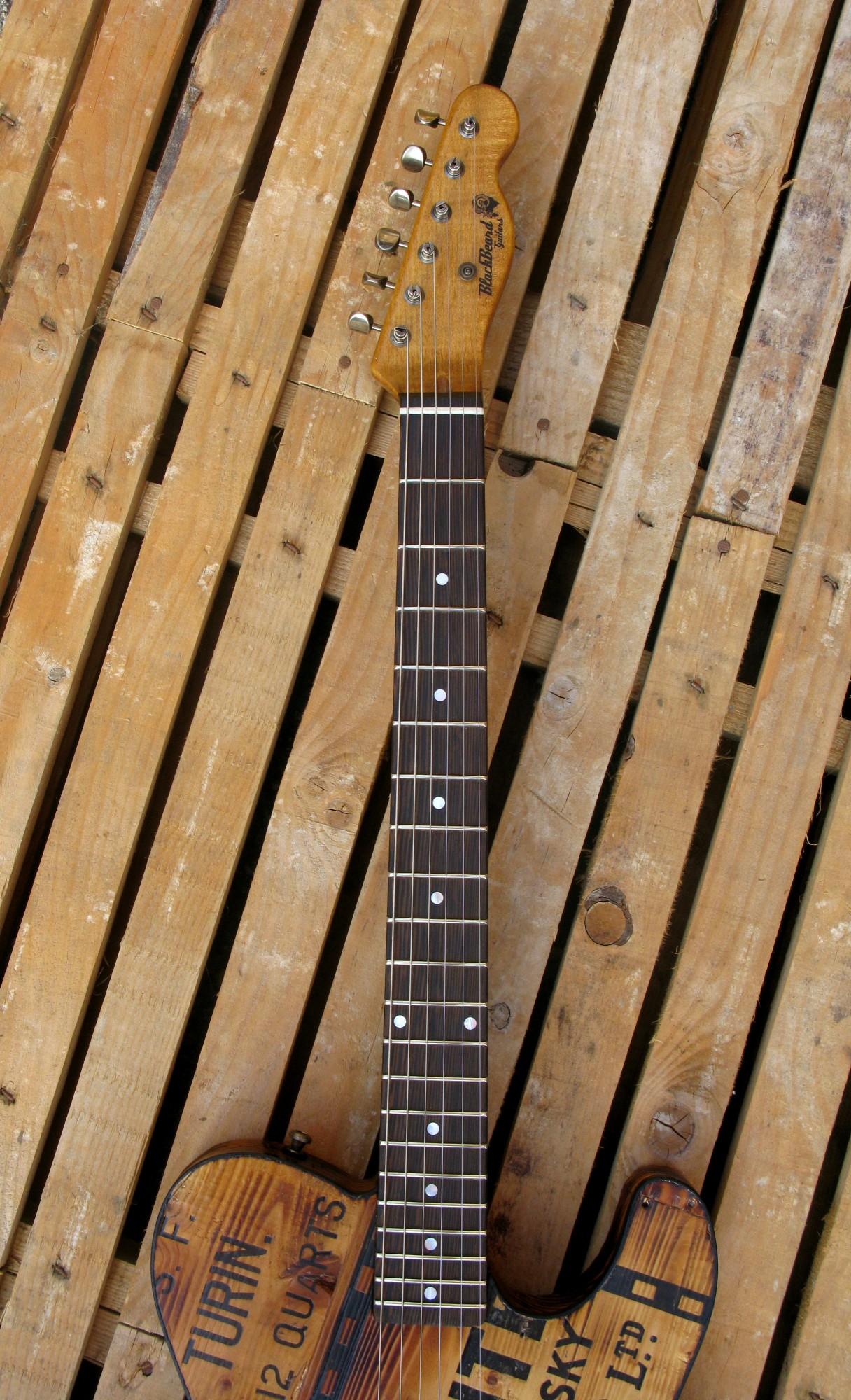 tastiera in wenge di una telecaster in pino con top ricevuto da cassa di whisky