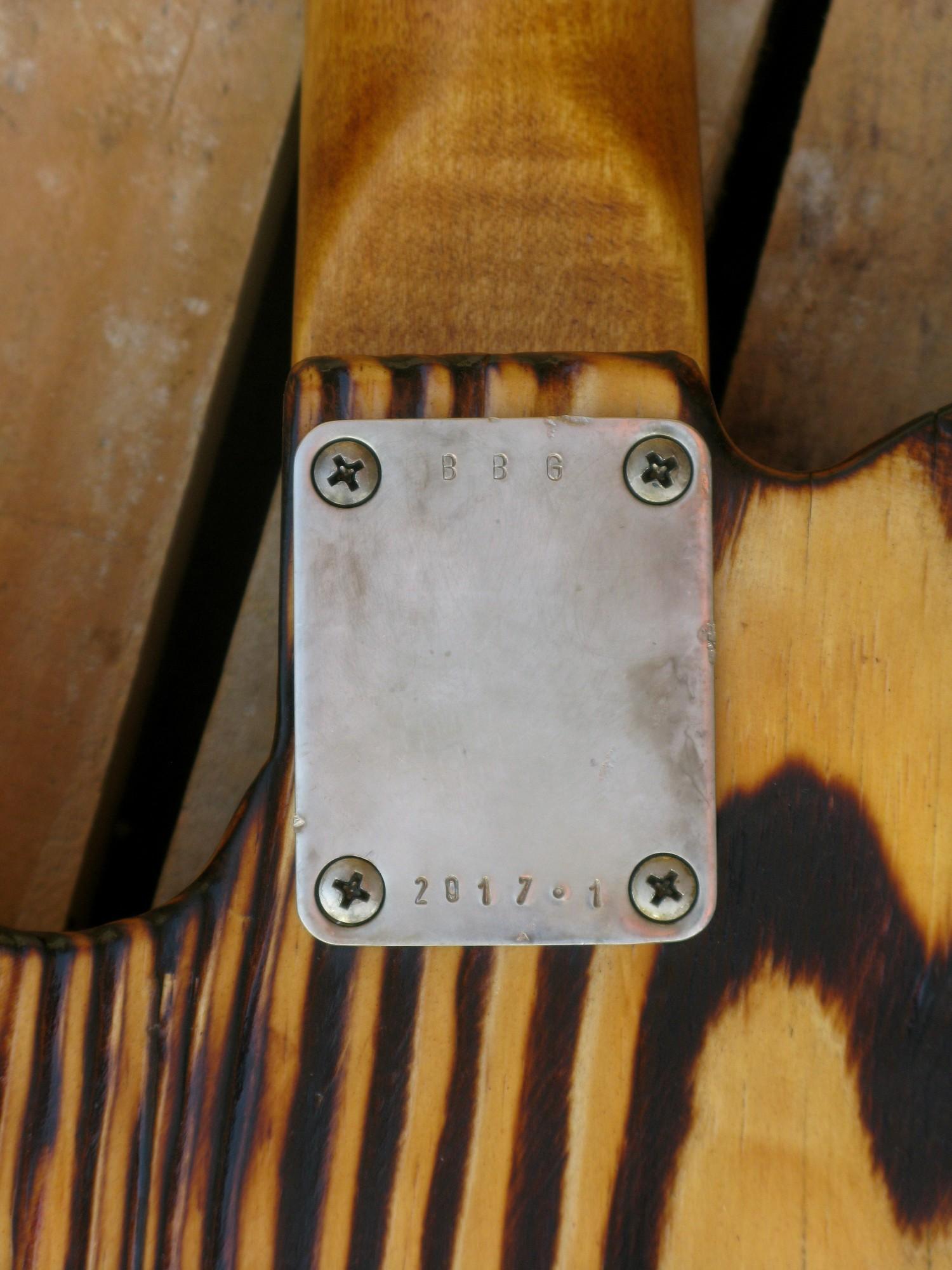 Piastra manico di una telecaster in pino con top ricevuto da cassa di whisky