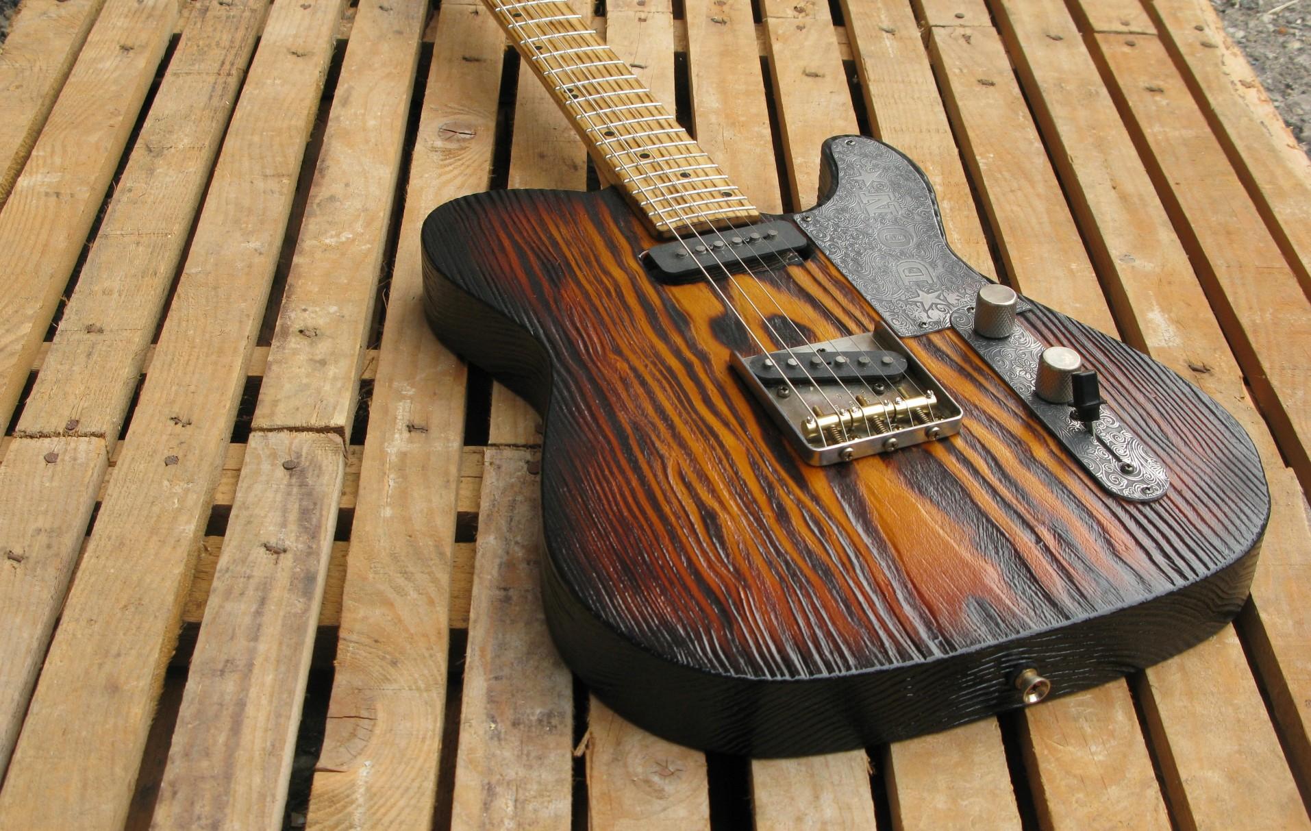 Body di una chitarra Telecaster in pino